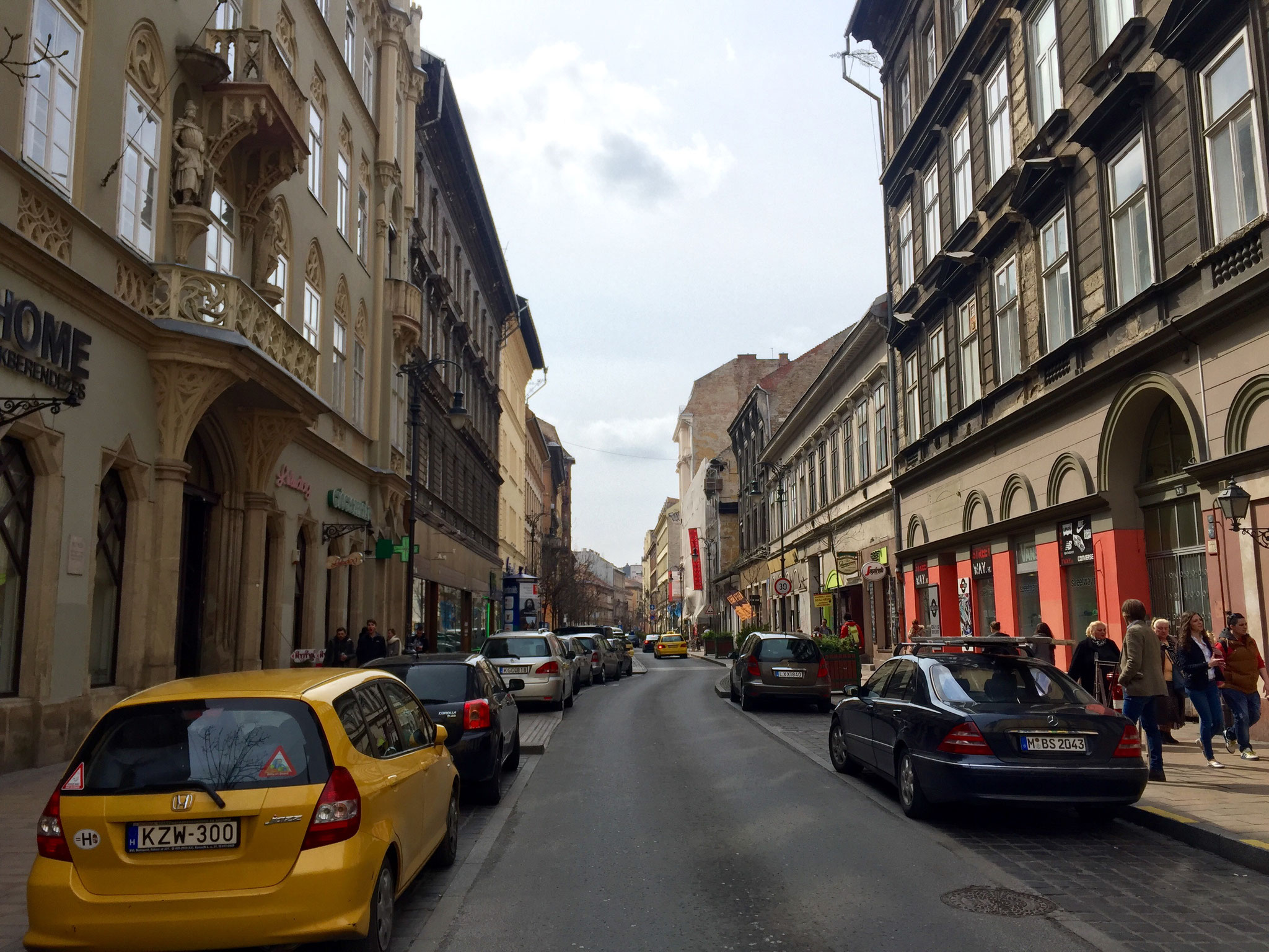 Kiraly Street, the it-place with many bars & restaurants