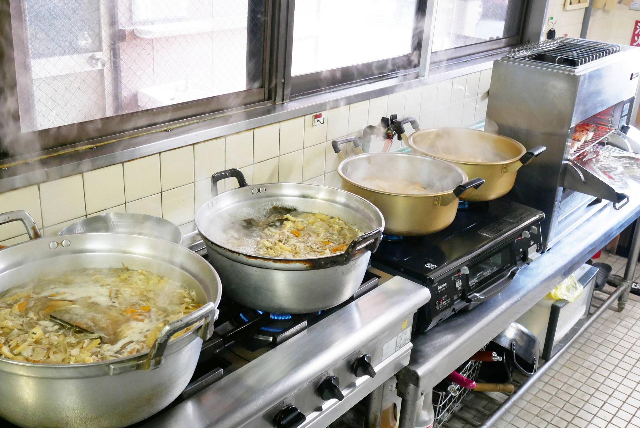 一度に55食ほど調理します