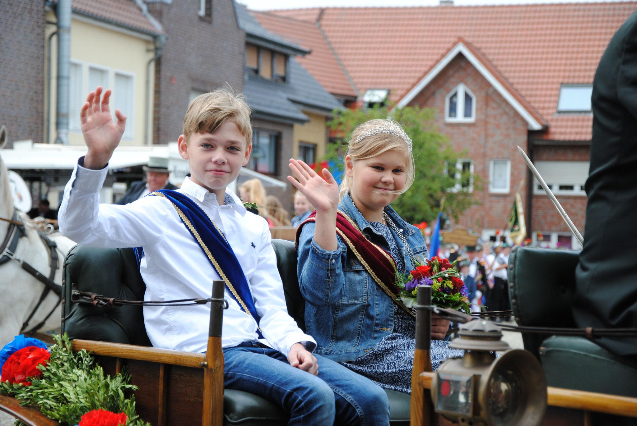 Kinderkönigin Frieda Fröhle und Paul Barlage