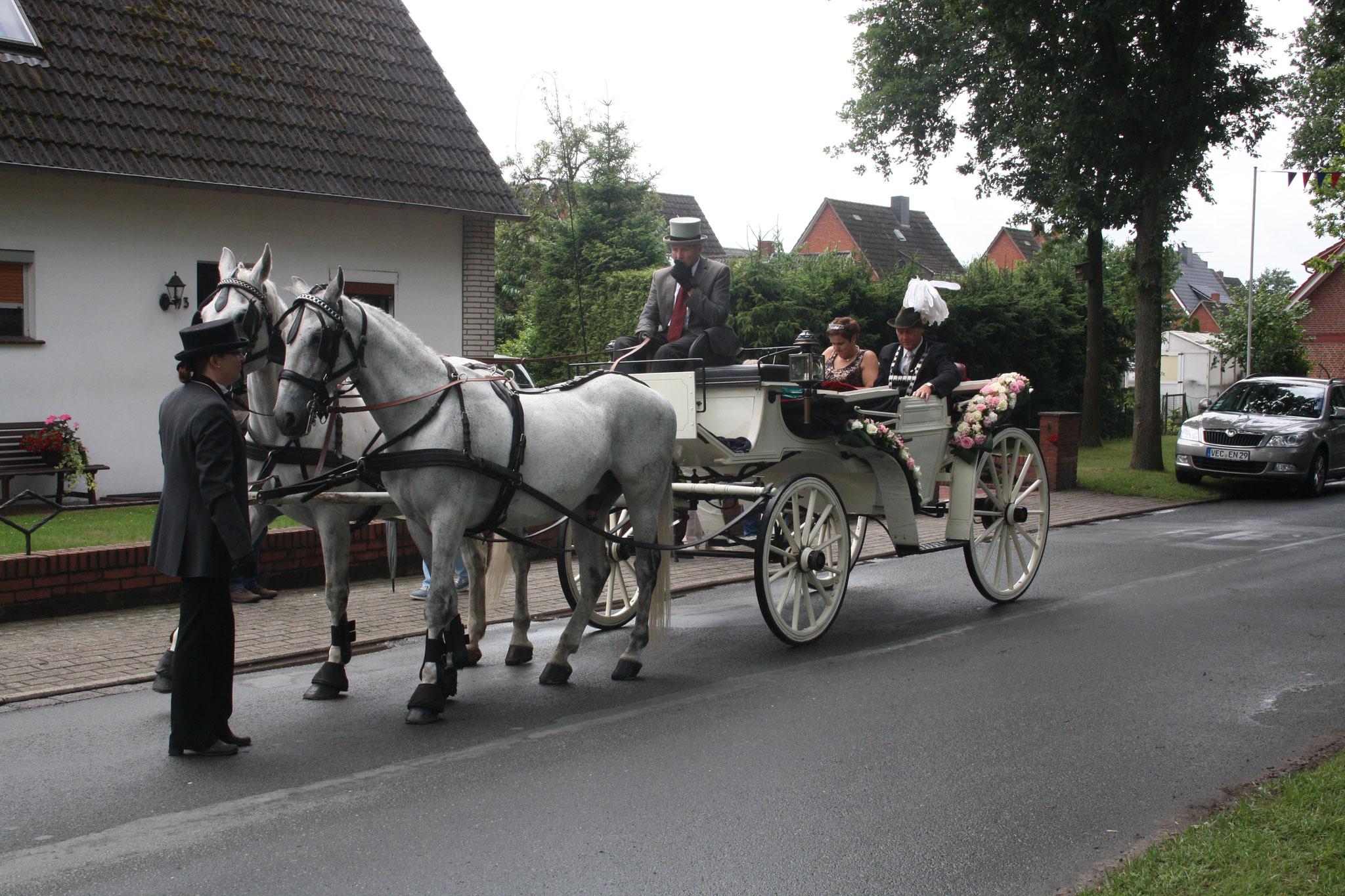 König Dirk in der Kutsche