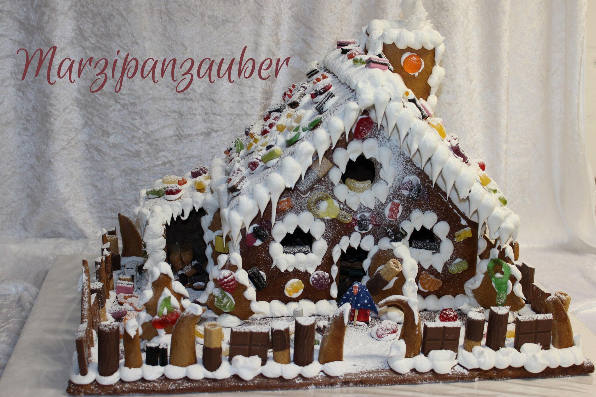 Großes Lebkuchen-Hexenhaus