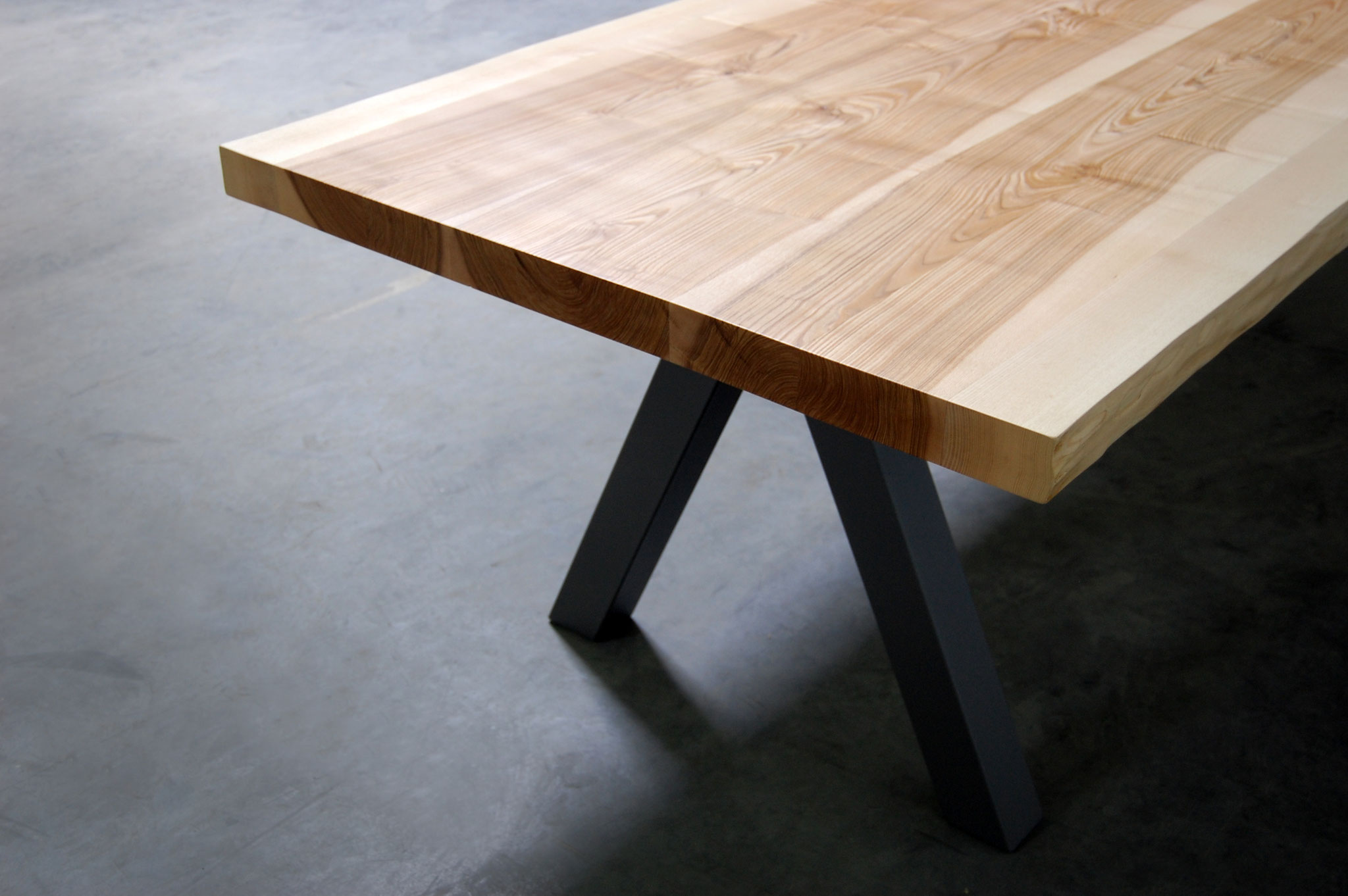 Table artisanale fabriqu e en france artmeta mobilier - Table de sciage maison ...
