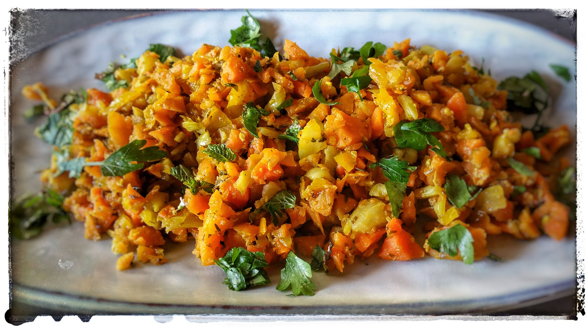 Gebratenes Kartoffel-Möhren-Gemüse