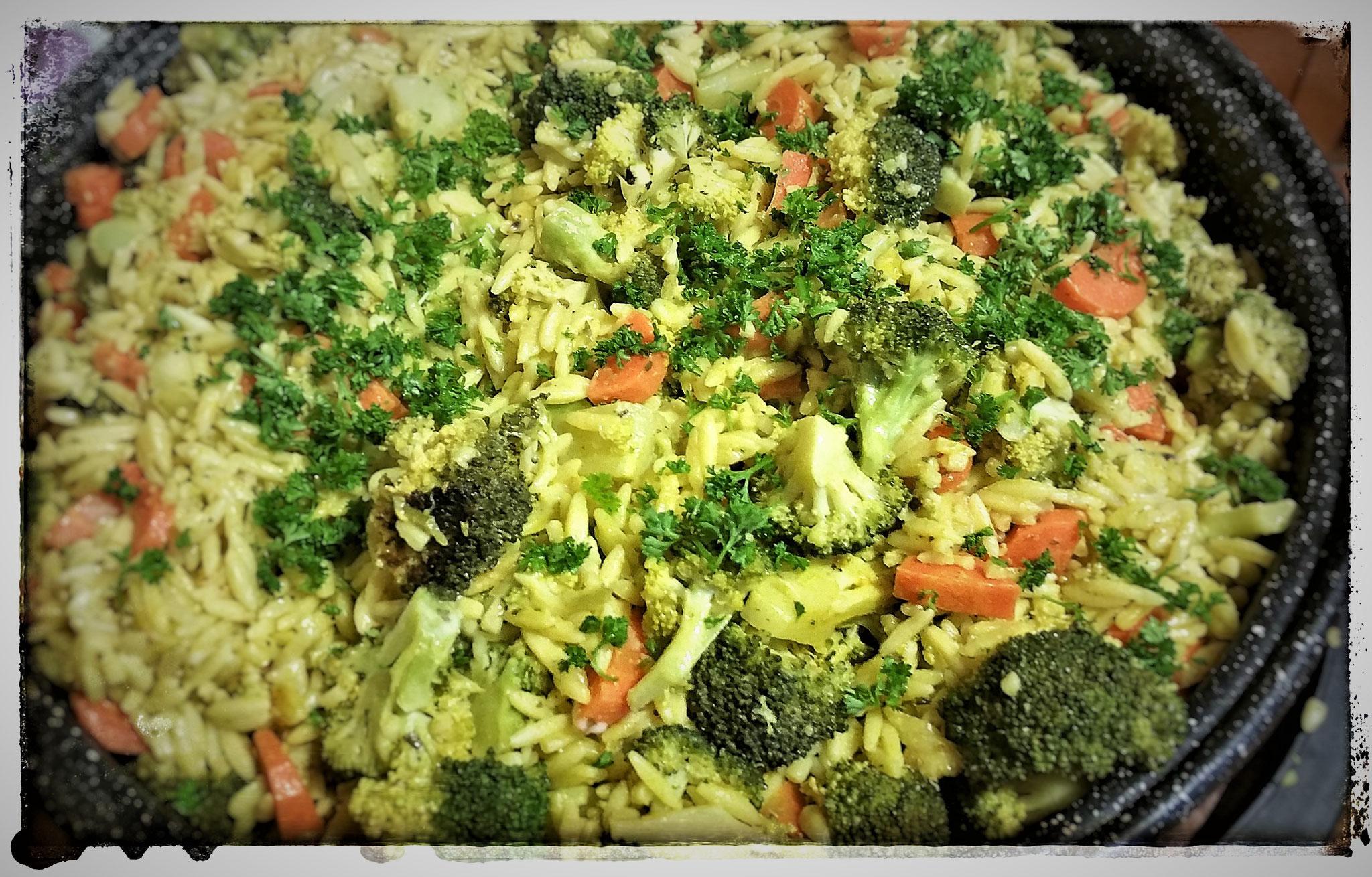 Risoni-Nudeln mit Brokkoli & Karotten