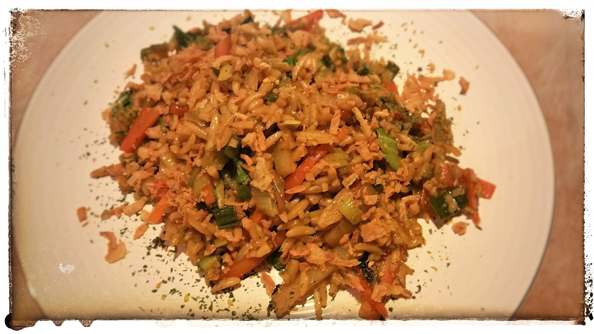 Gebratener Nudelreis  (Risoni) mit Gemüse