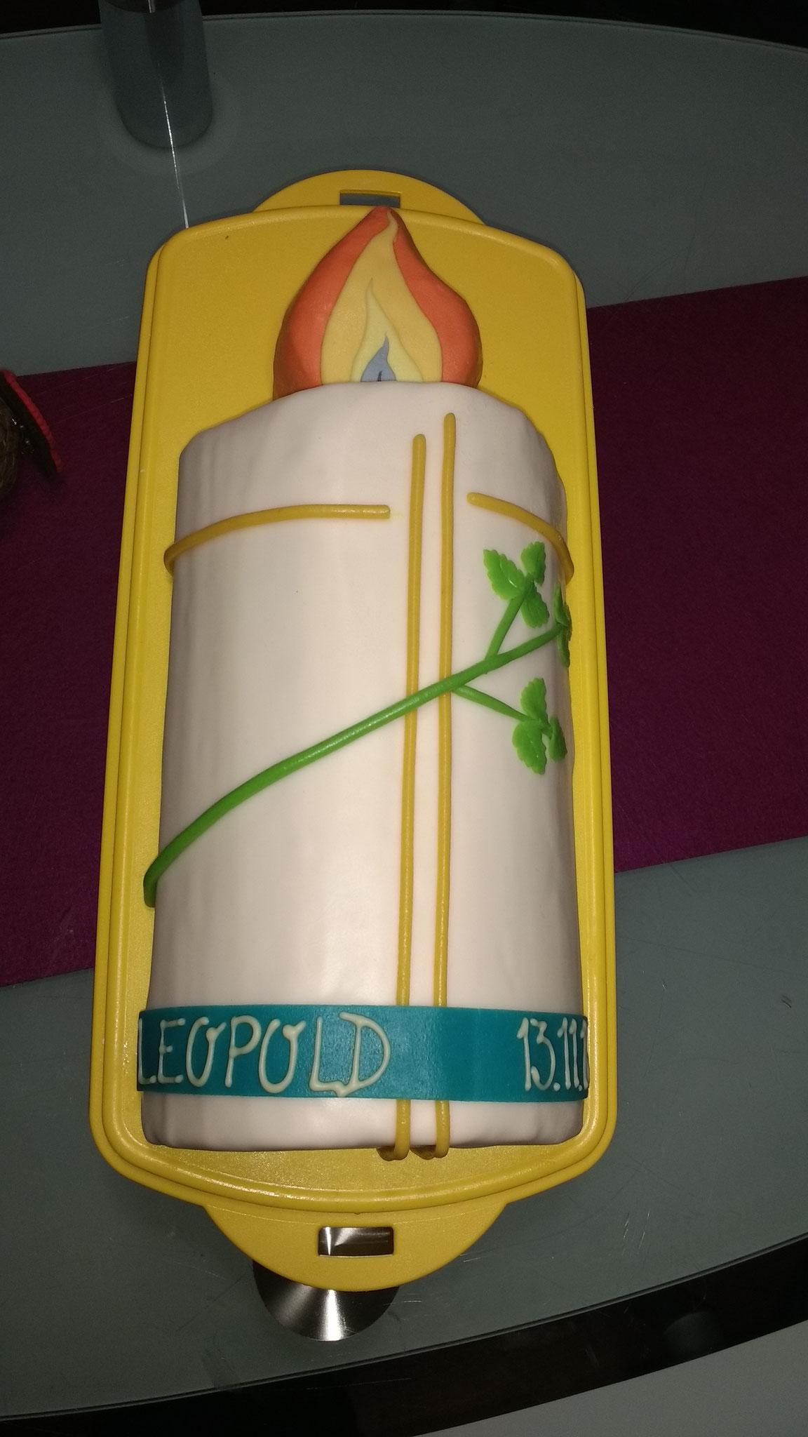 Tauftorte Kerze mit Kreuz und Olivenzweig