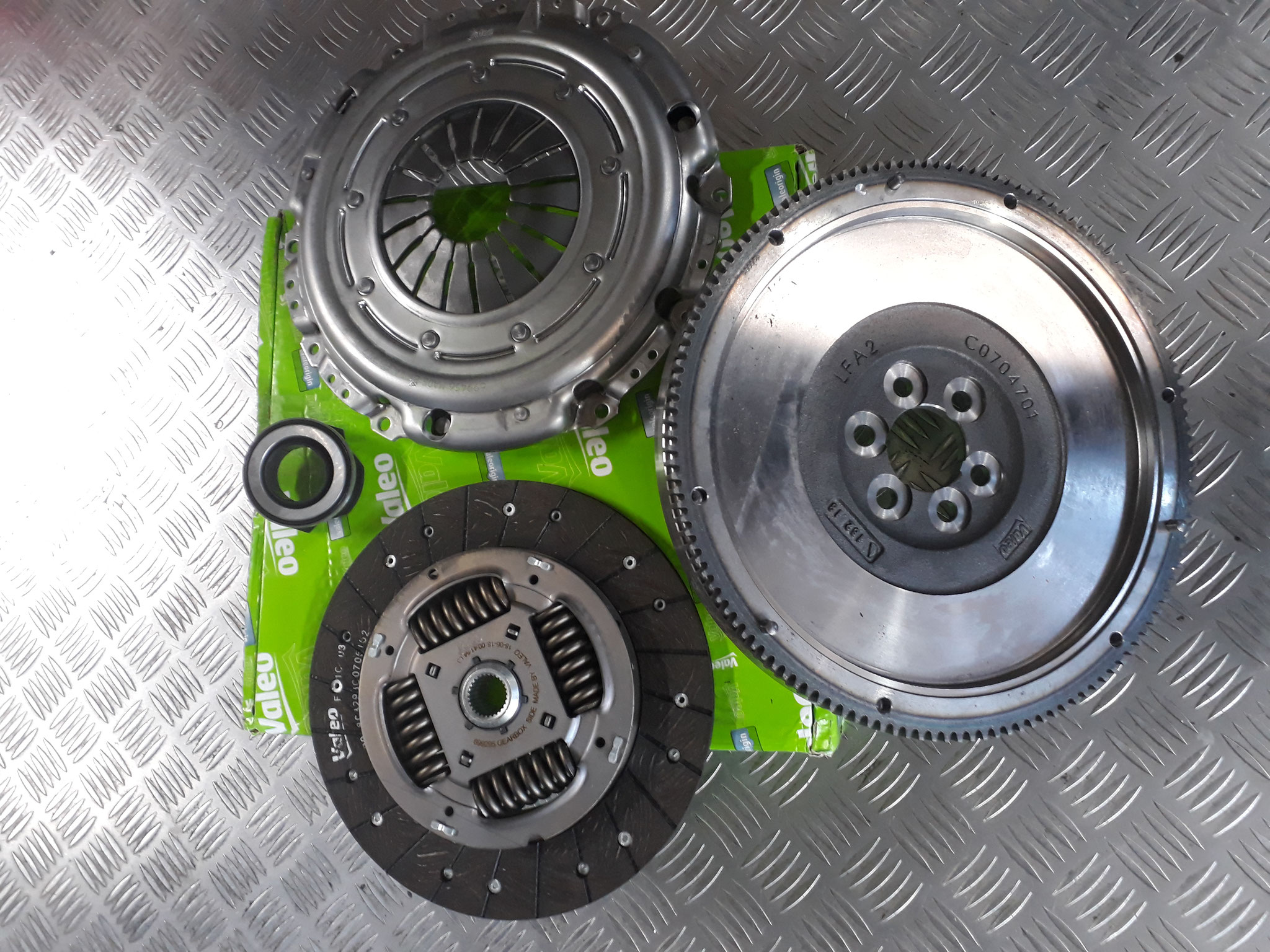 Valeo Clutch Kit to fit VW Golf