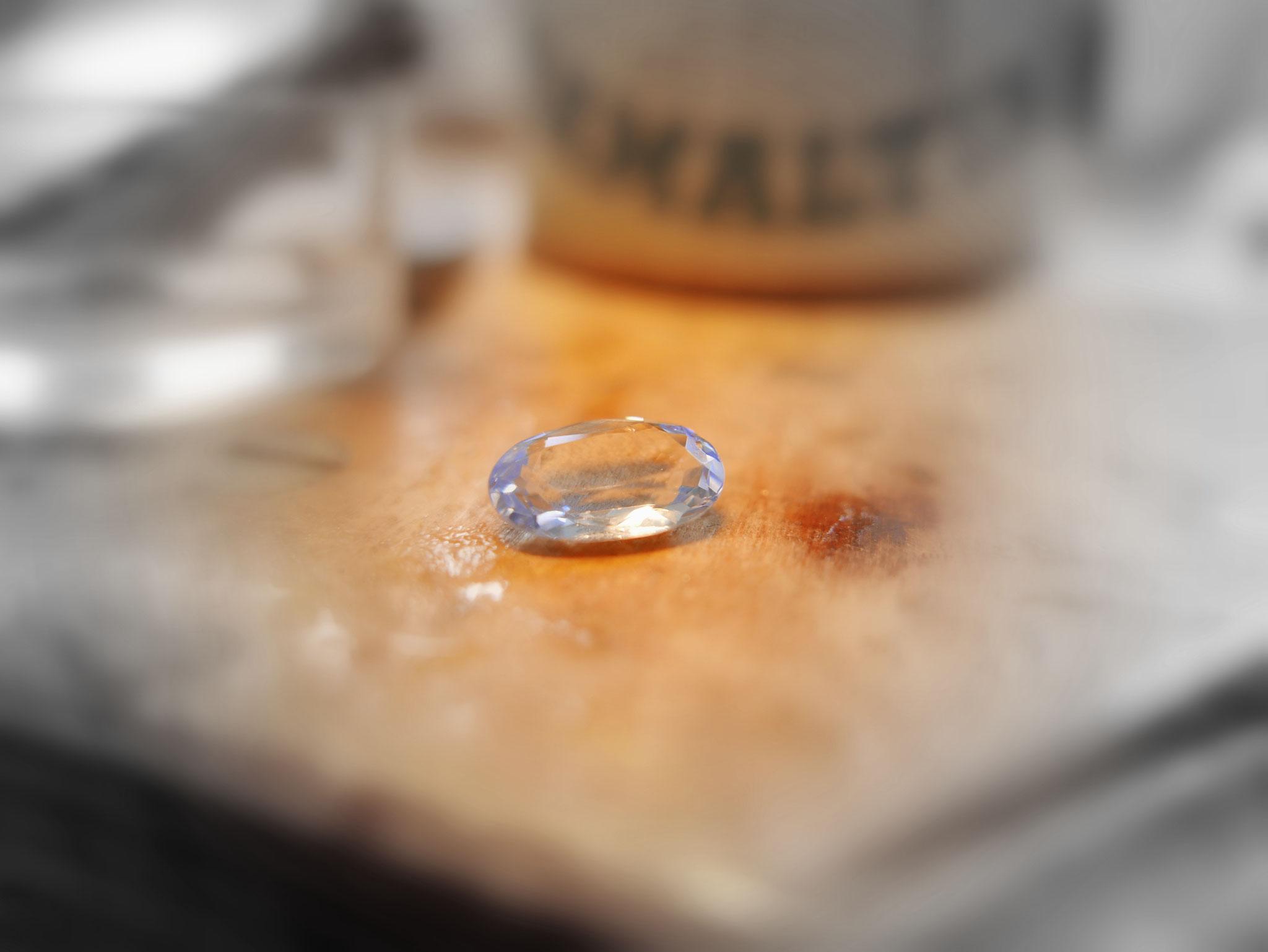 Der Kunden Aquamarin der in einen  einfachen Weißgoldanhänger  gearbeitet werden soll.