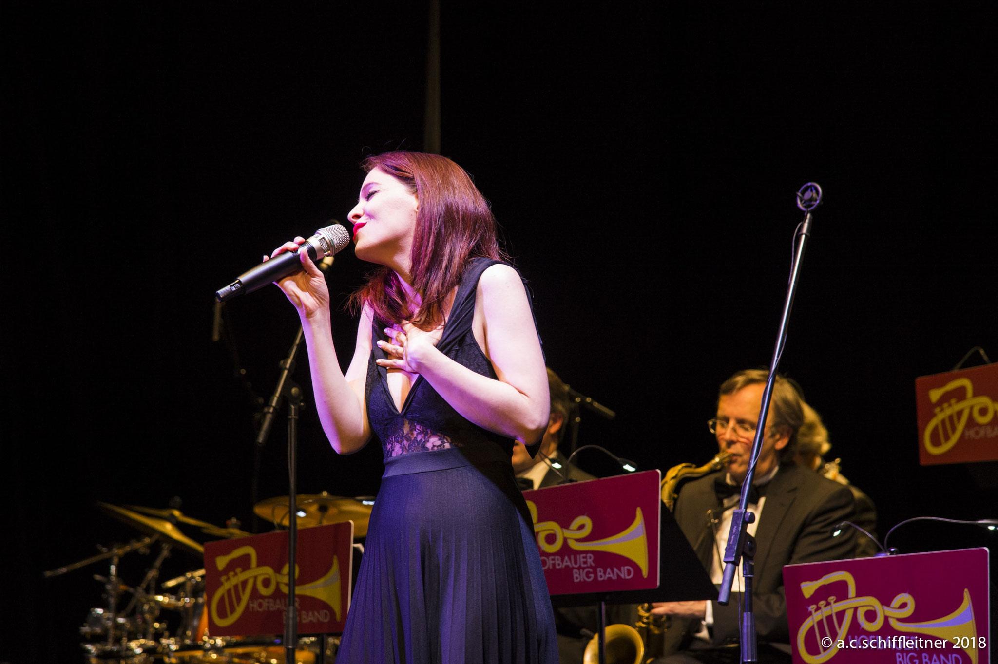 Joe Hofbauer Big Band mit Sängerin Nina Zissler | Foto: A.C. Schiffleitner