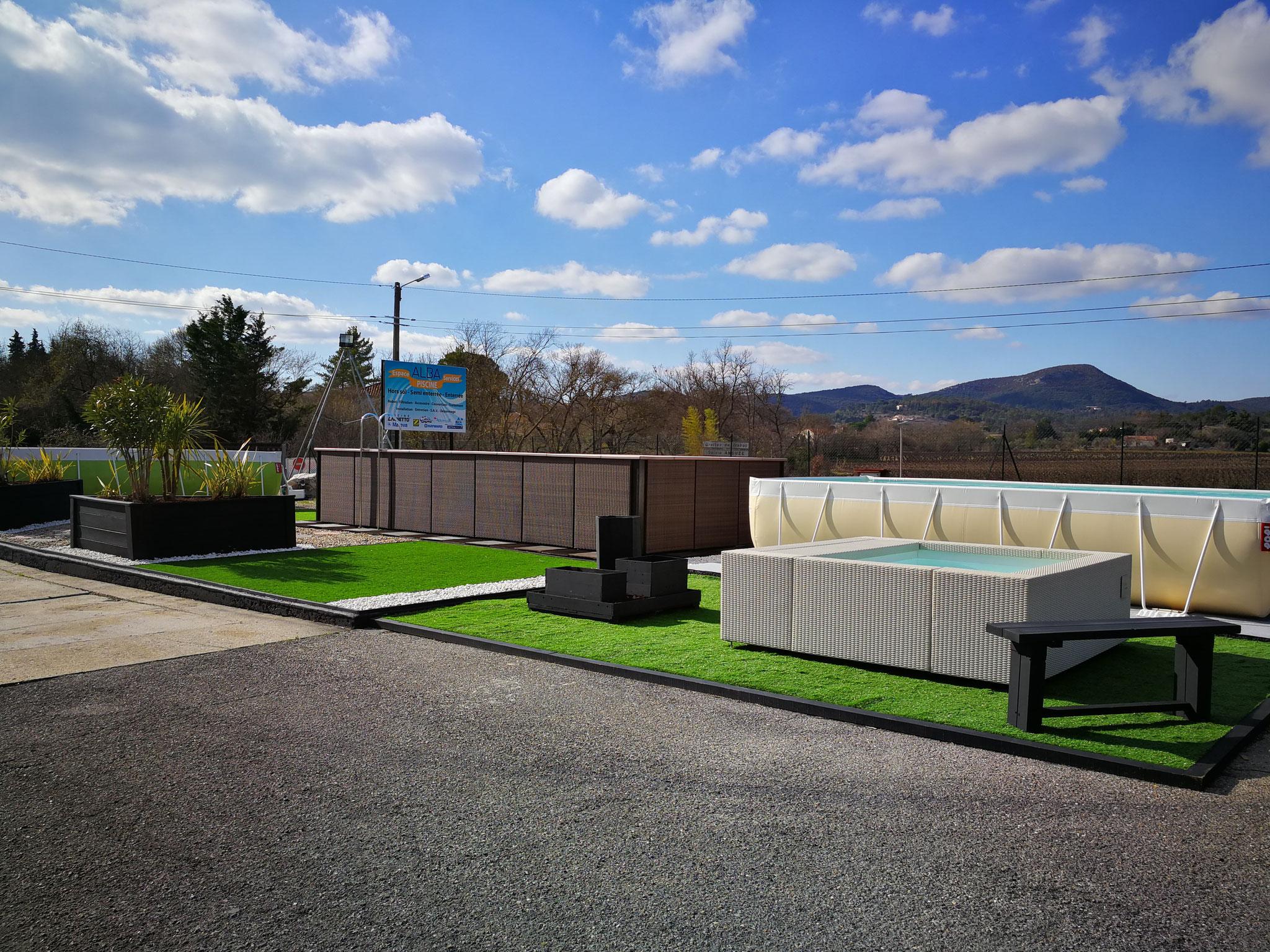 Boutique piscines hors sol et enterrées Laghetto® à Saint Christol les Alès proche de Quissac. Exposition permanente de 8 piscines et spas.