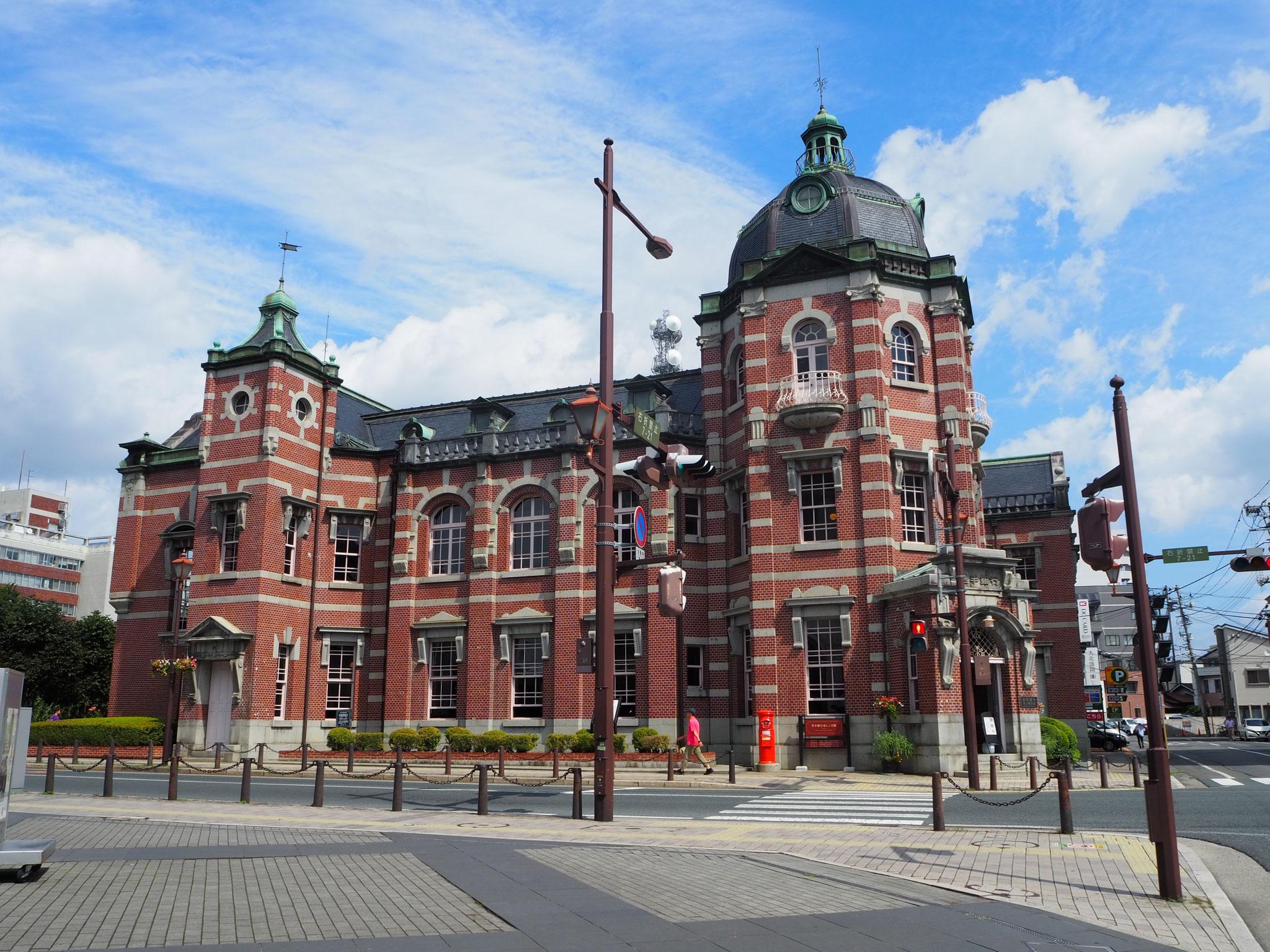 岩手銀行赤レンガ館。1911年に完成、2012年まで銀行として使われていた