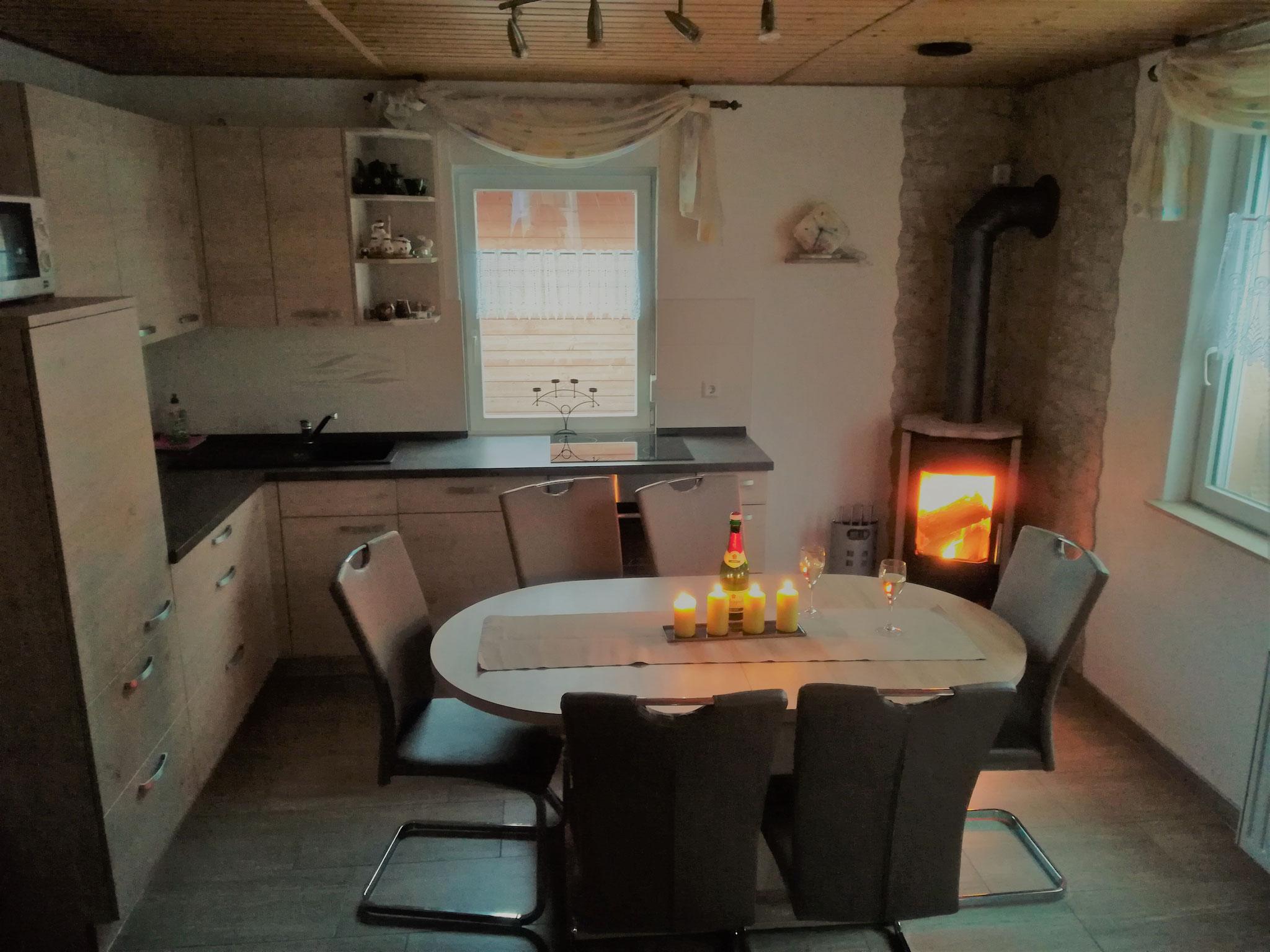 Wohnküche mit Kamin Haus 25