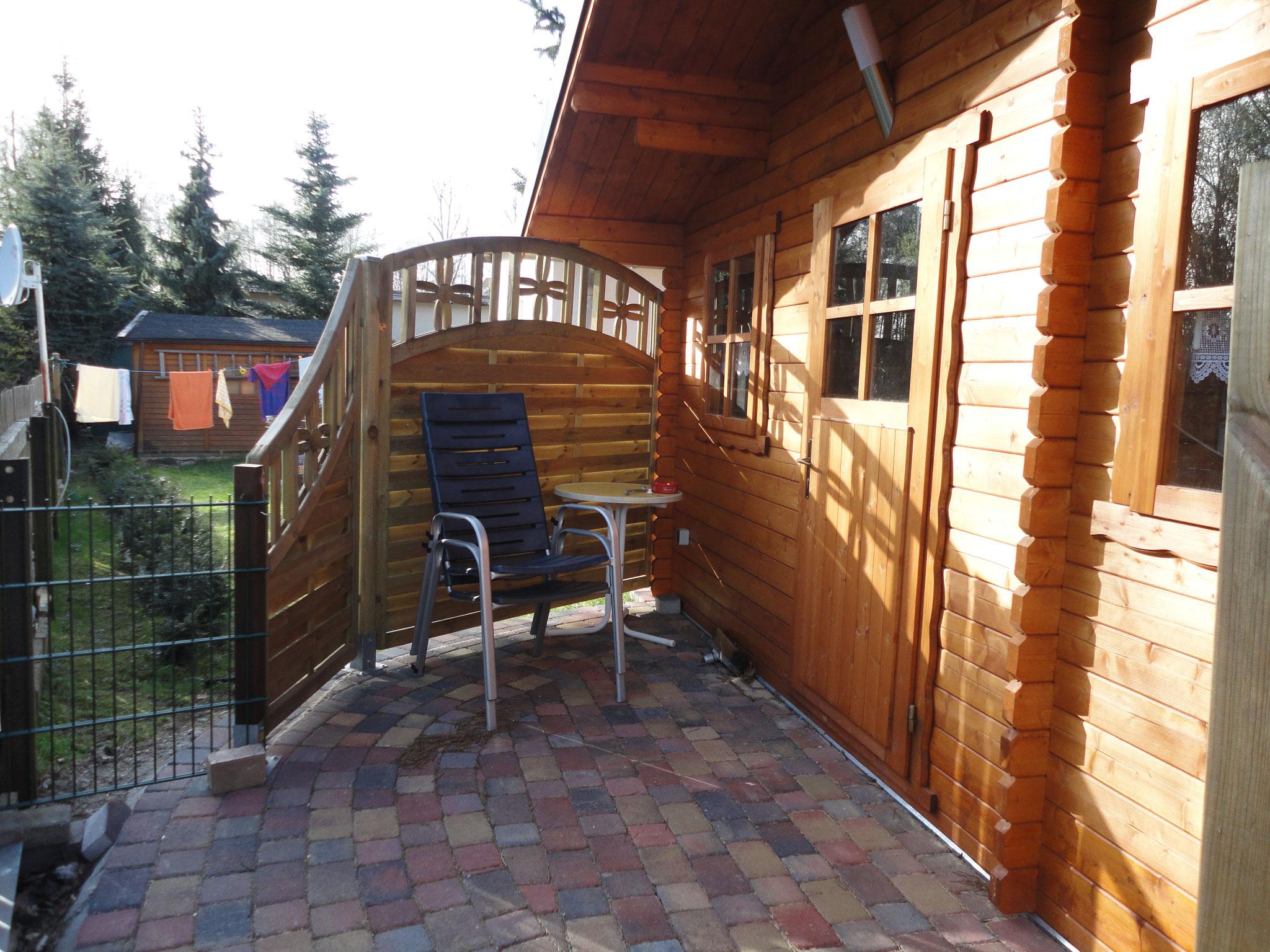 Blockhaus mit Doppelbett und zusätzlichem WC mit Waschgelegenheit