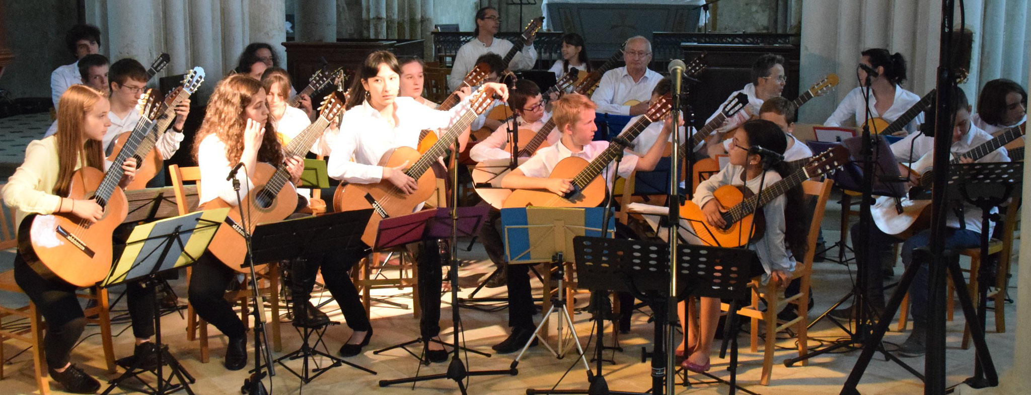 L'Ensemble Départemental de Guitares de l'Aisne et l'Ecole Intercommunale de Musique de Crézancy-Jaulgonne.