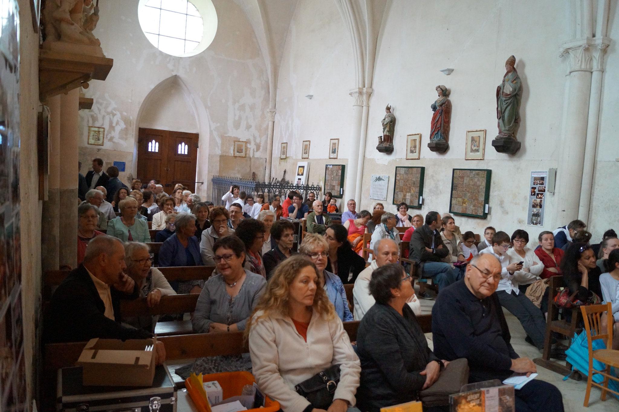 L'église était copieusement garnie malgré l'Euro de foot et la Fête Jean de La Fontaine...
