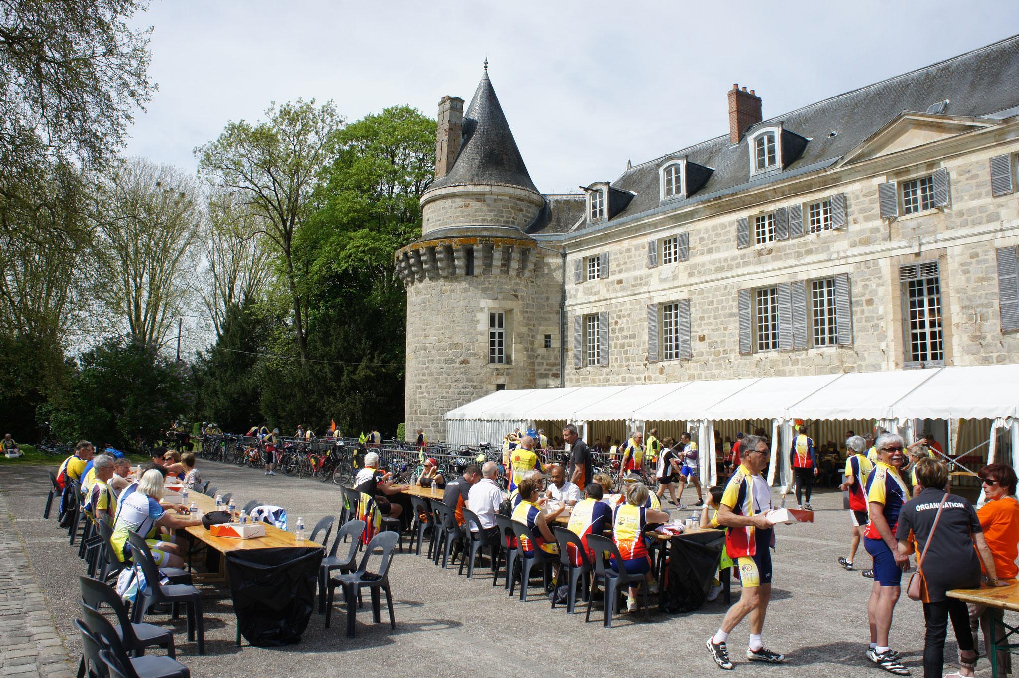Décidément, le château de Dormans en voit vraiment de toutes les couleurs.