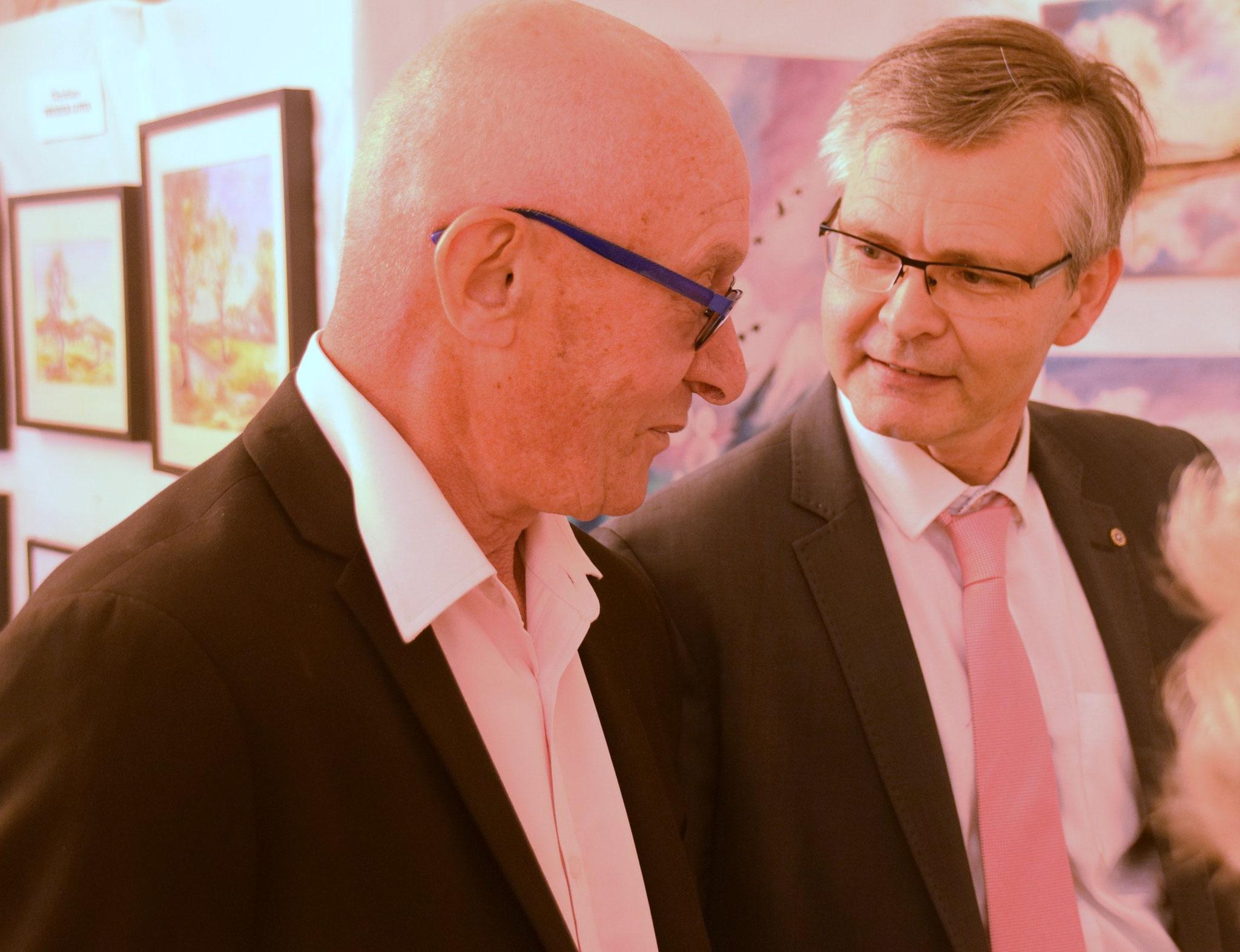 De gauche à droite : Joseph Rollinet, maire de Mont-Saint-Père, et Ronan Léaustic.