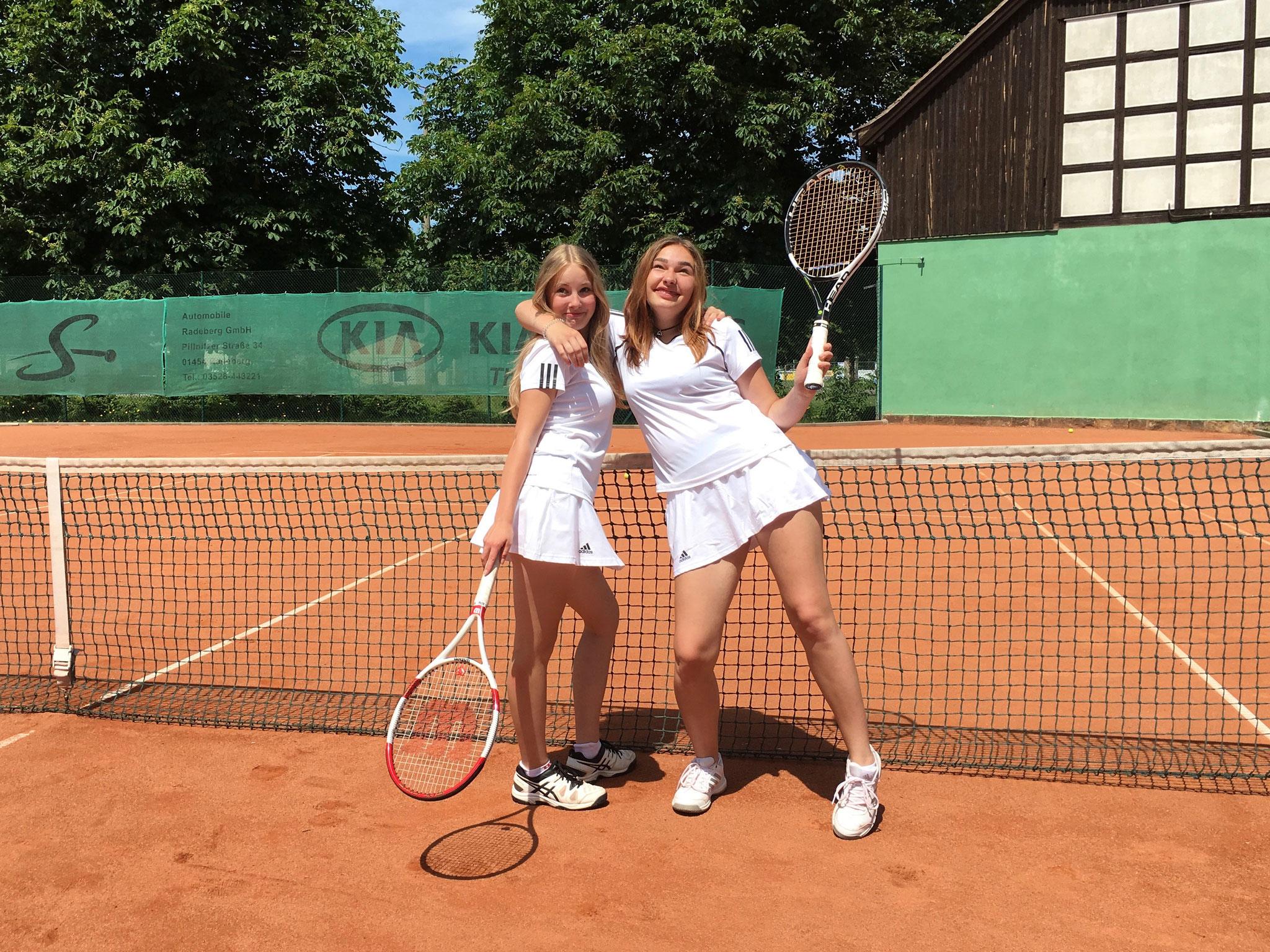 """Der 1. und 2. Platz in der Klasse """"U16 weiblich"""" ging an die Tennismädels aus Medingen"""