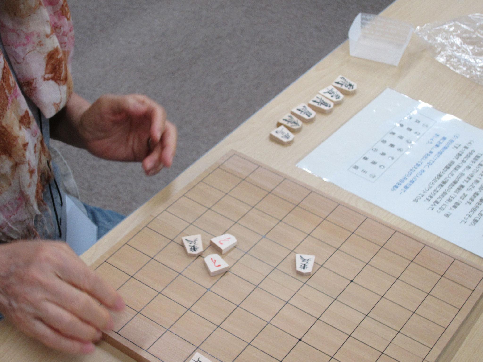 あらかじめ消毒した将棋盤と、必要な駒を組み合わせ、ひとり1セットお渡しします。