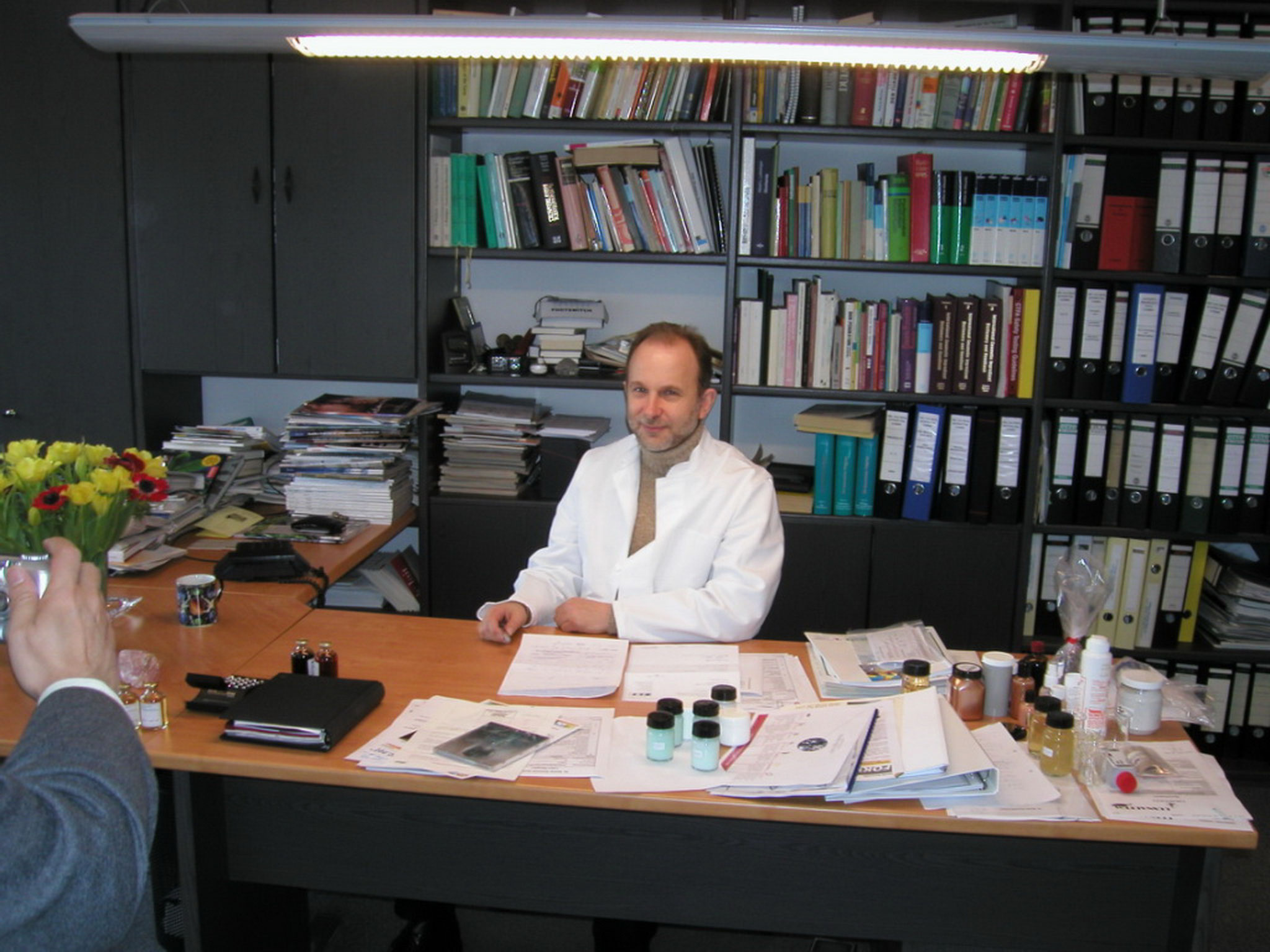 Dr. Sacher im Labor Roetgen 2001
