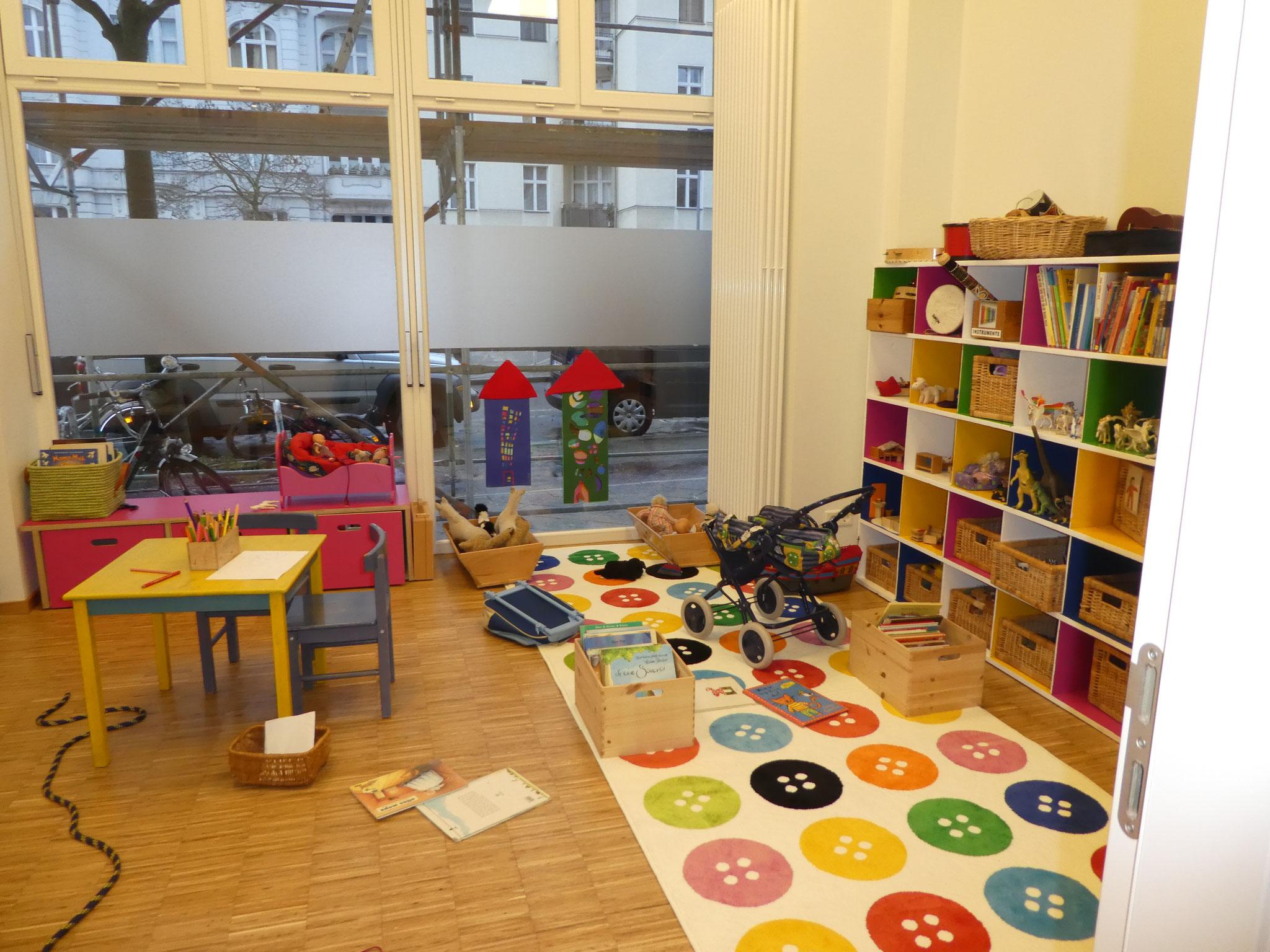 Das Puppenzimmer mit Kaufladen und Spielküche