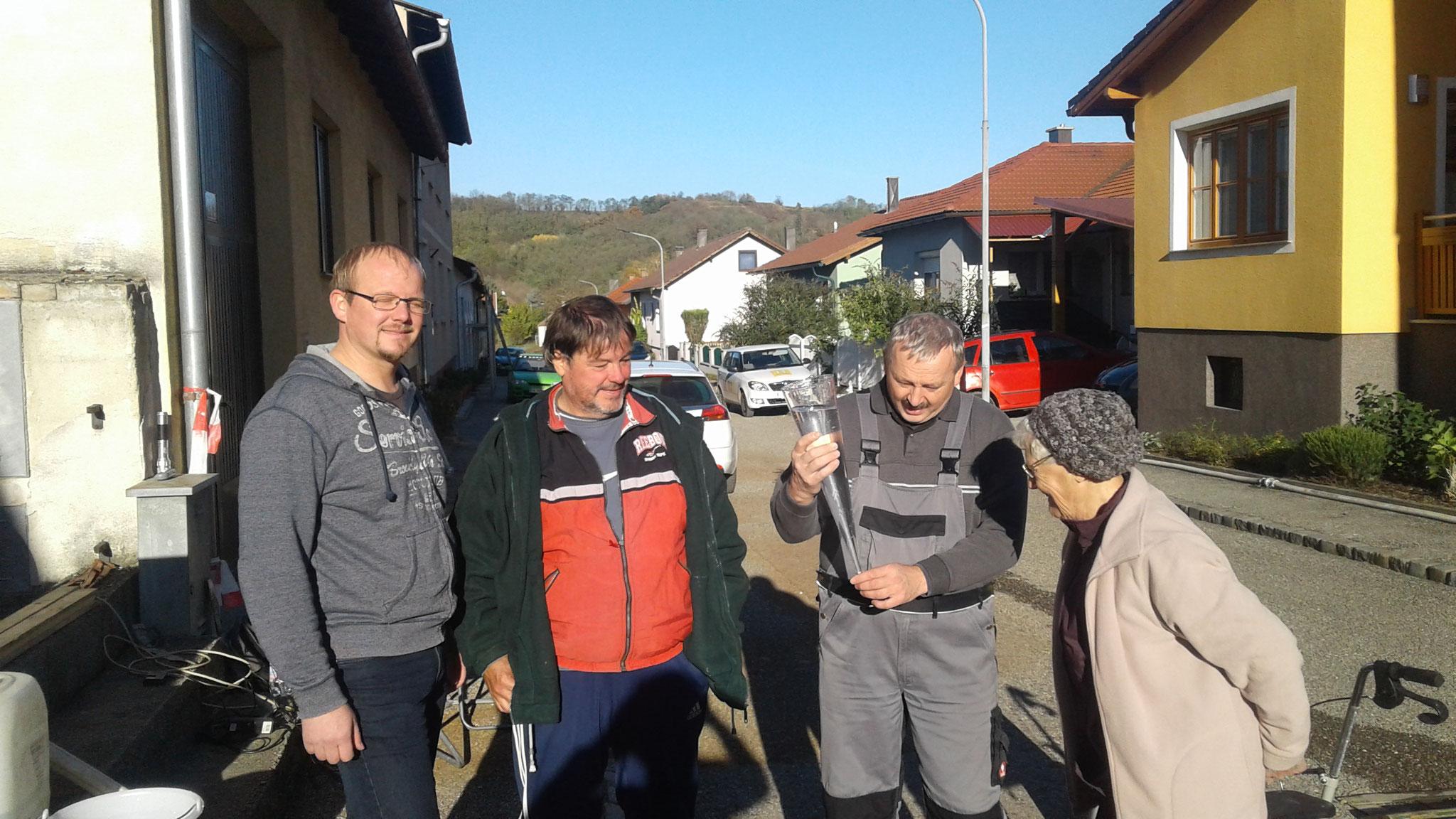 Probepumpung in der Melkerstrasse - mit Wassermeister Martin Söllner