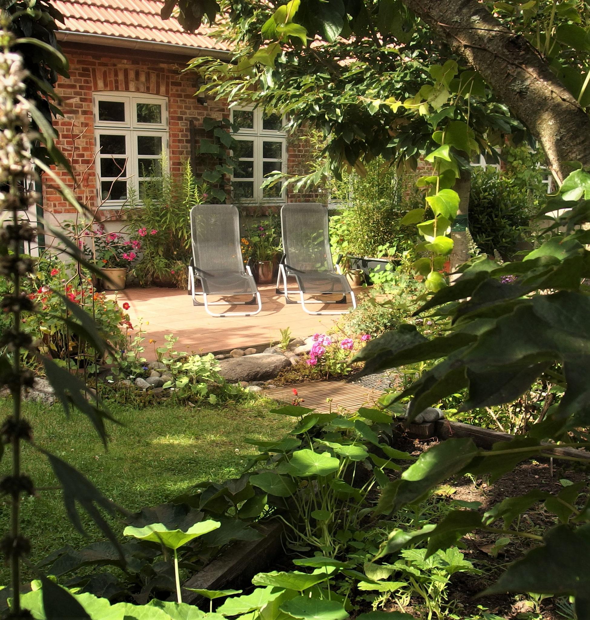 Terrasse mit Steingarten
