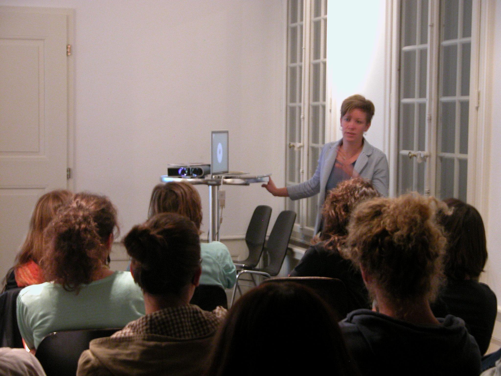 2013: Netzwerktreffen: Anne Wegmüller, Soziokulturelle Animatorin und Leiterin der Fachstelle Spielraum, stellt ihre Arbeit vor