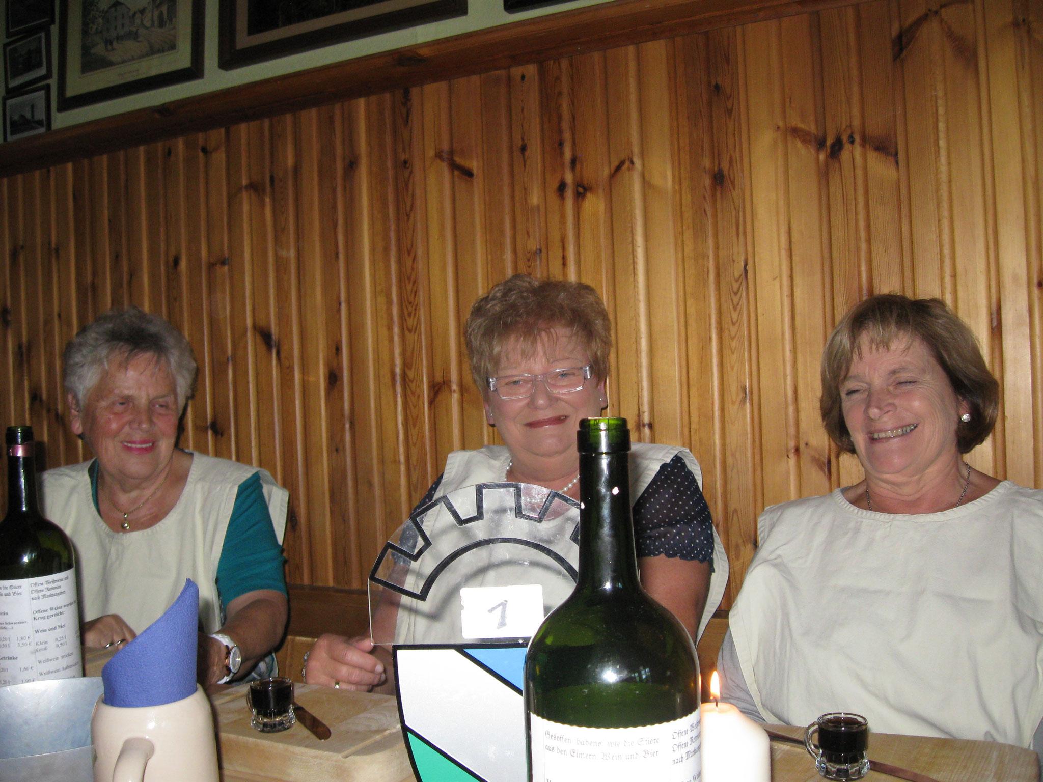 Drei Weibsen in Erwartung des Rittermahls