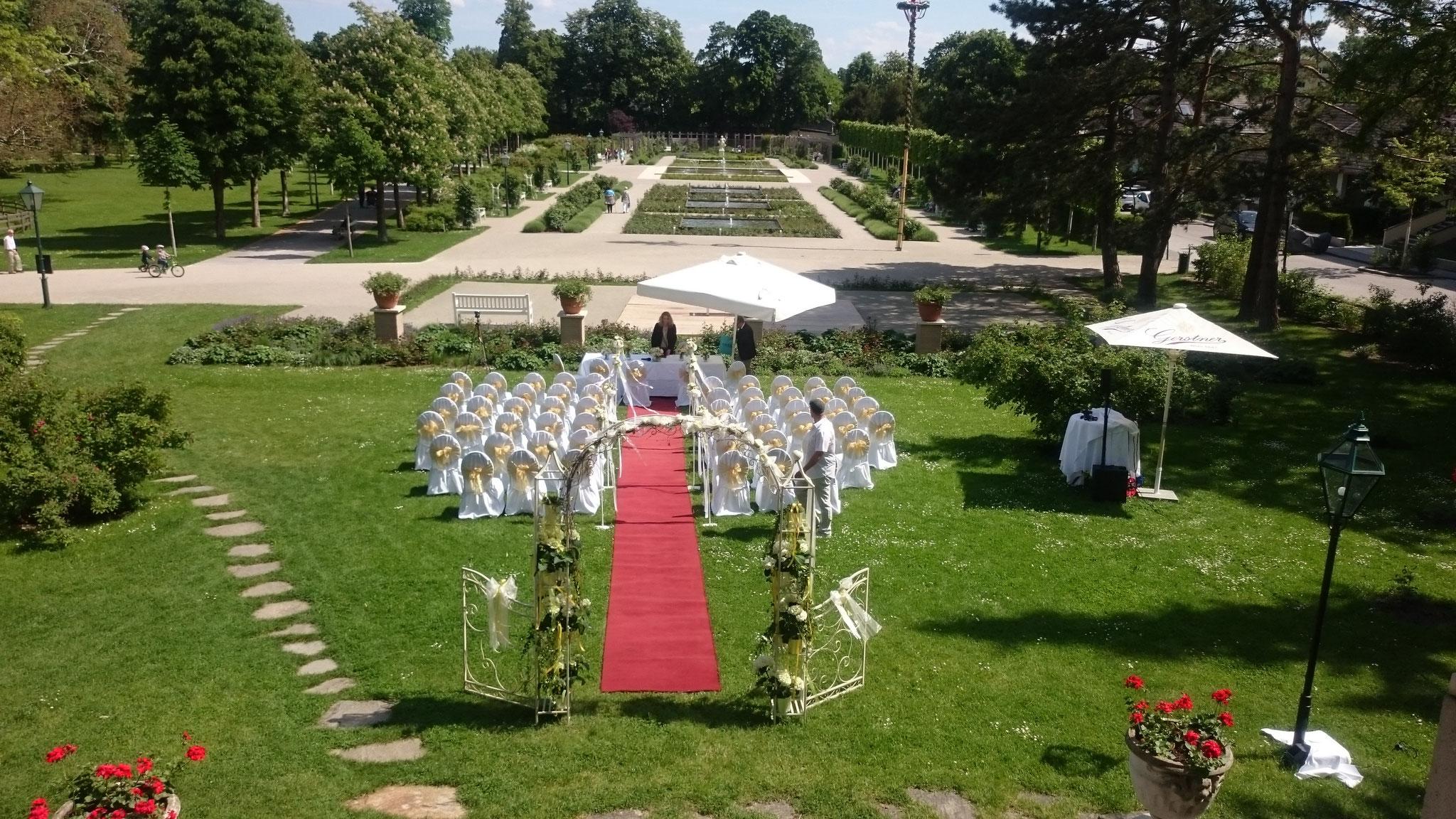 Trauung im Garten Schloss Weikersdorf
