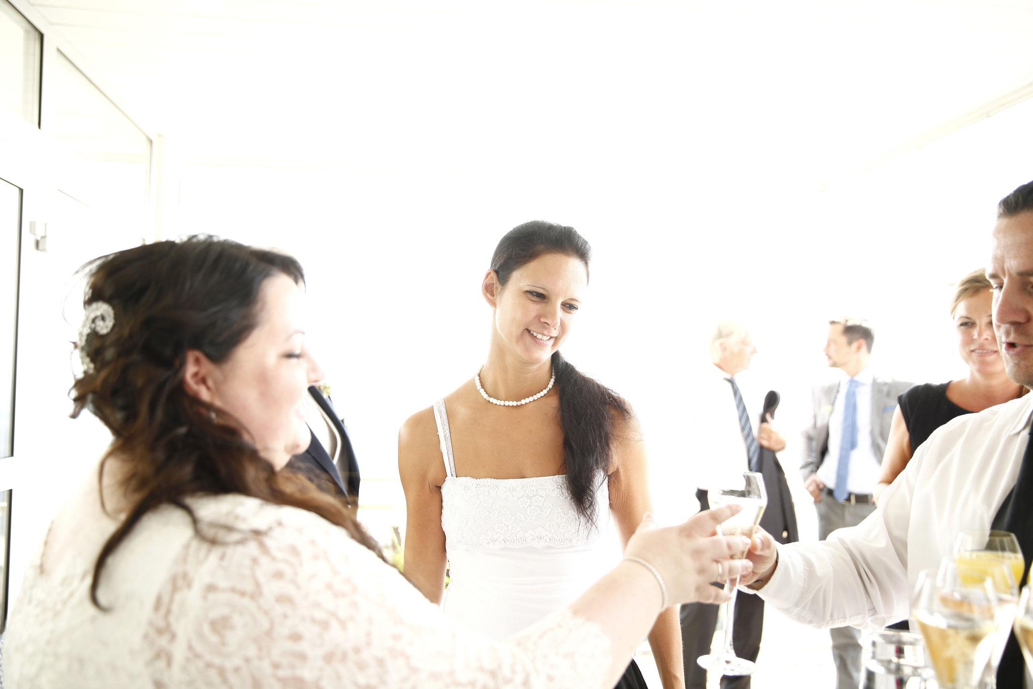 Braut Doris mit Hochzeitsplanerin Tina