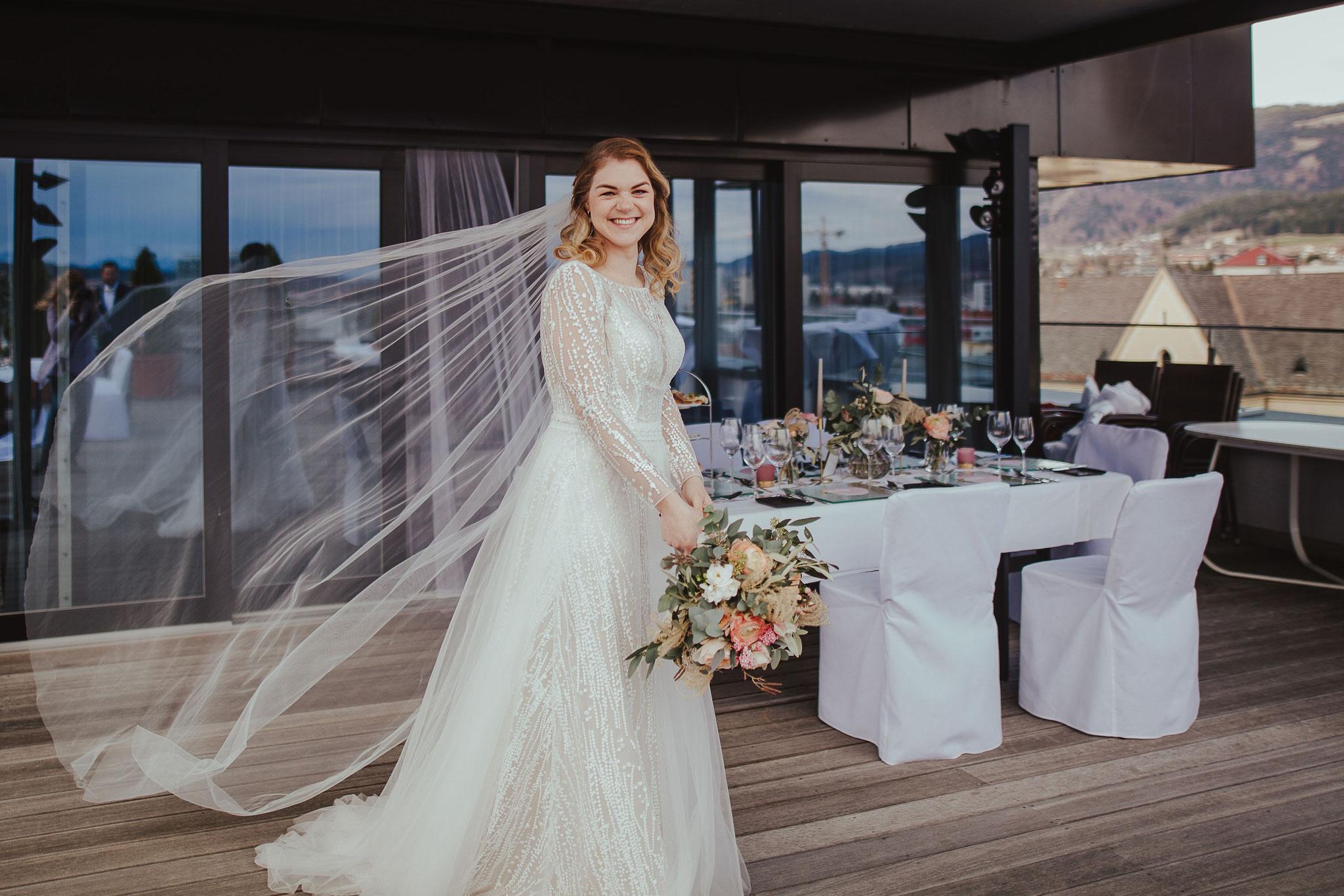 Braut mit wehendem Schleier - © Christina Supanz