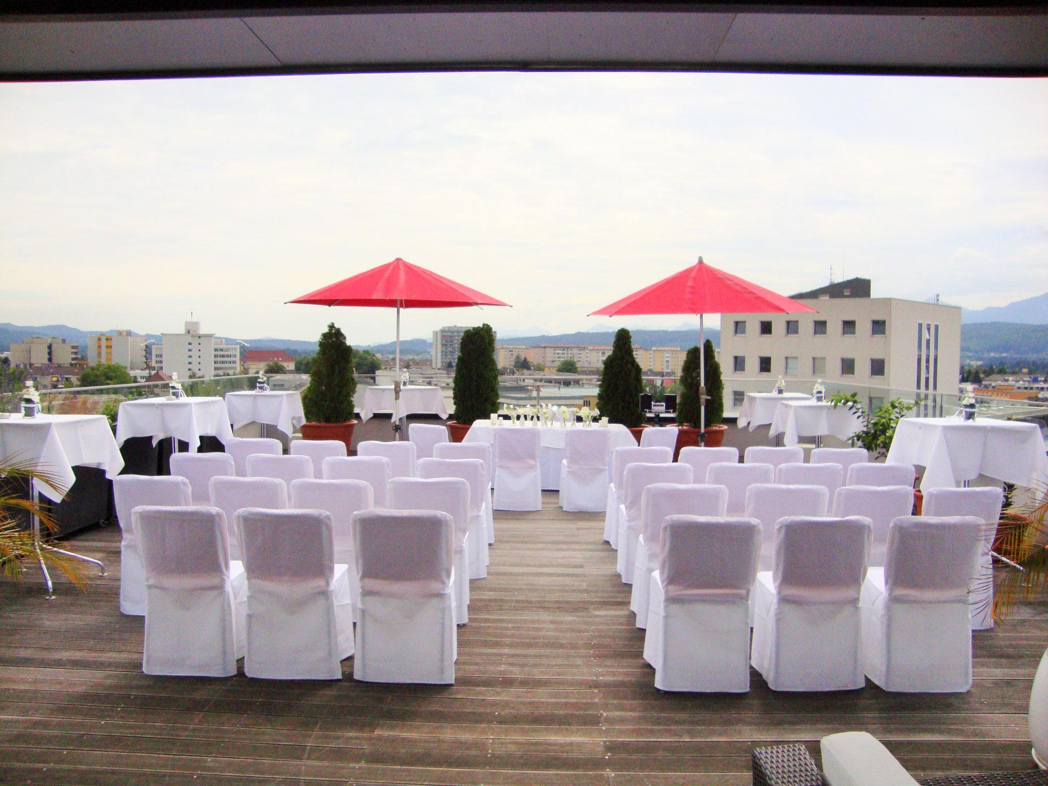 Trauung auf der Dachterrasse - © Holiday Inn & Congress Center Villach