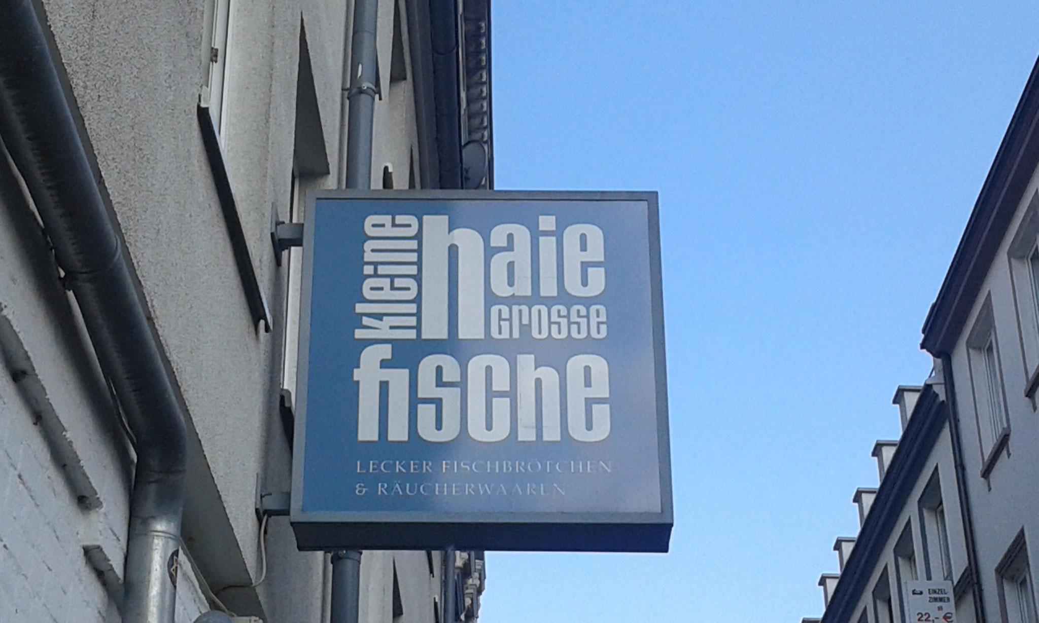 Kleine Haie Grosse Fische &  Räucherwaaren  - Querstraße 4 - Hamburg St. Pauli