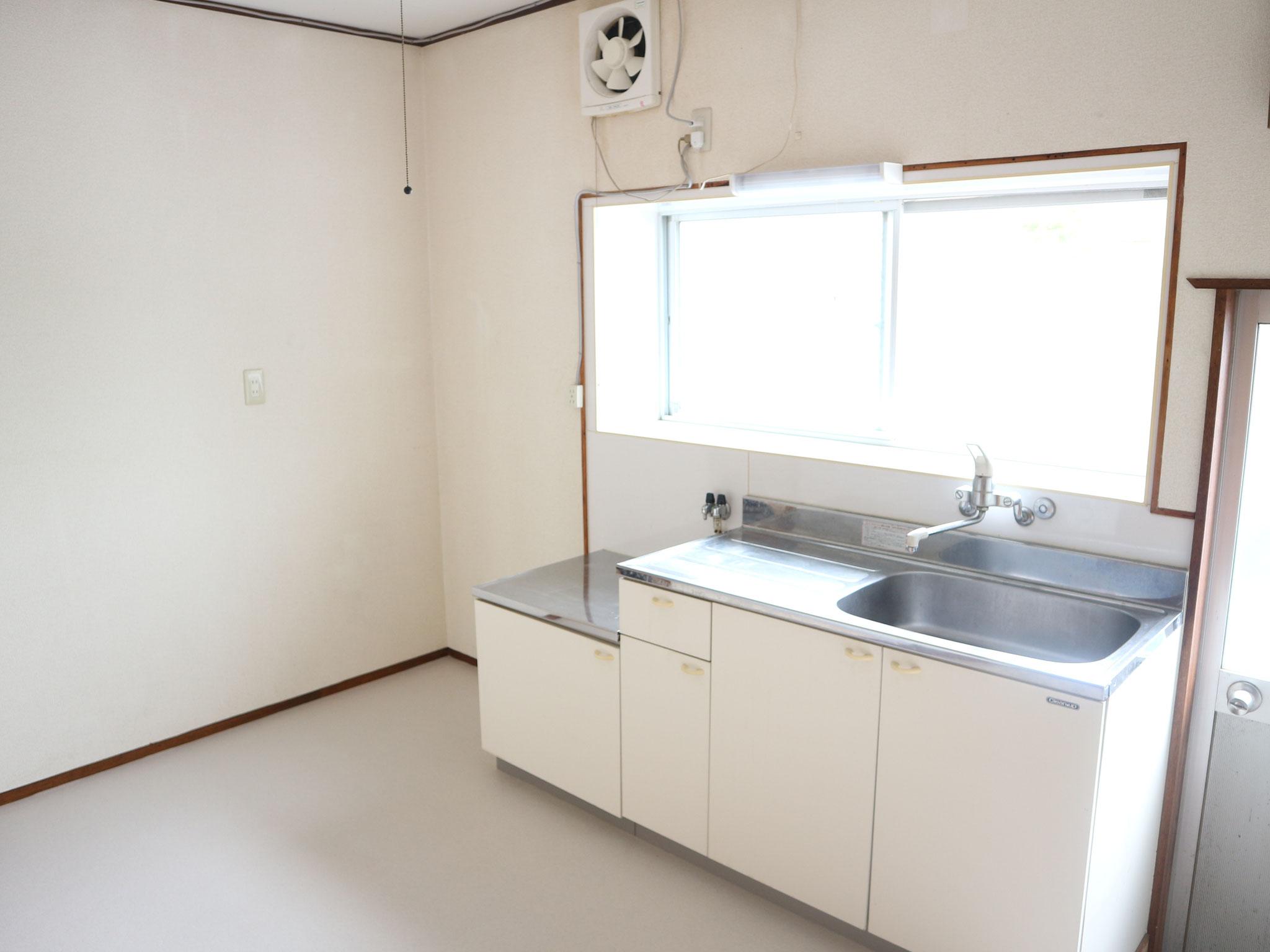 キッチン上に小窓あり