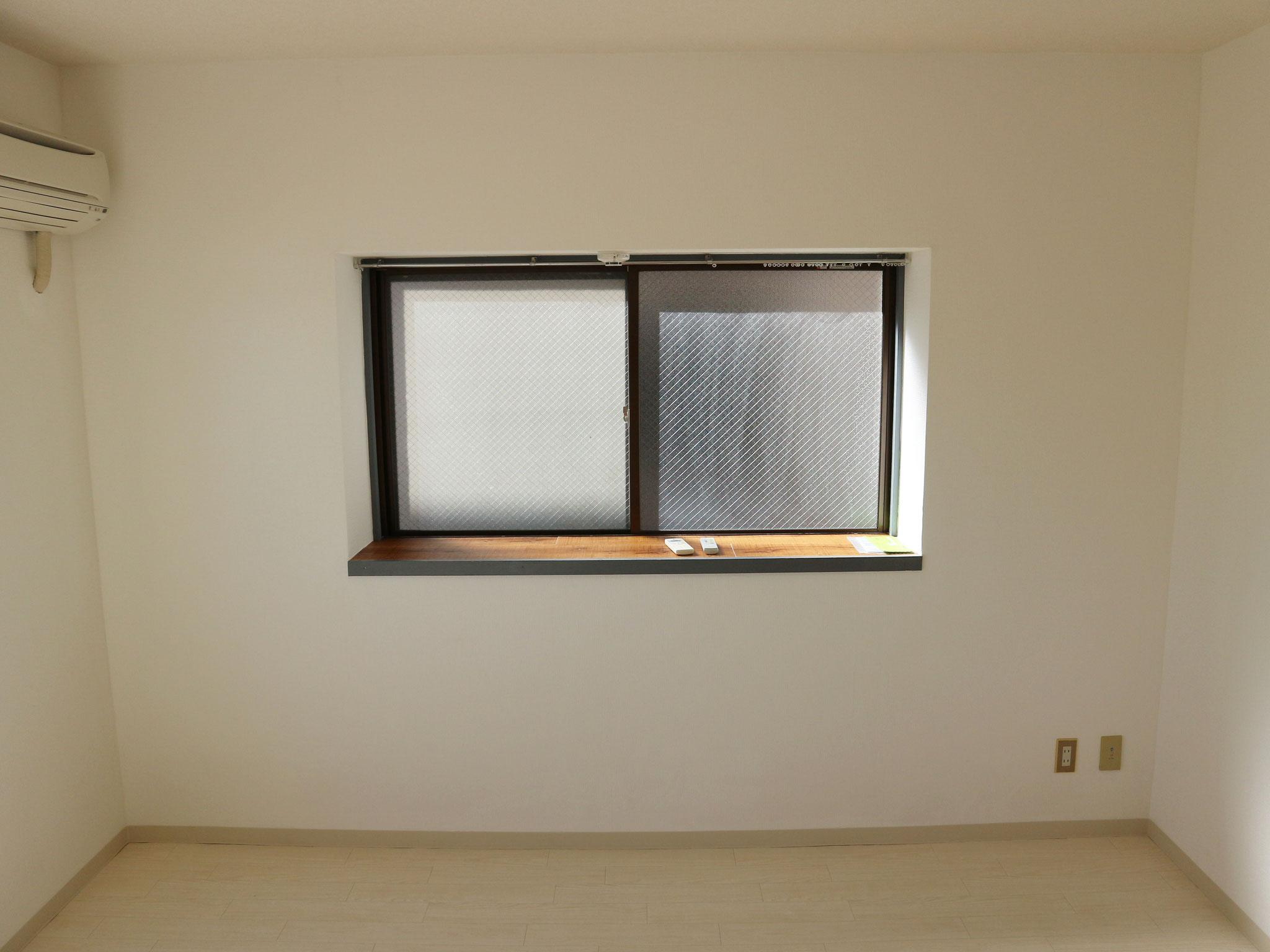 洋間の出窓