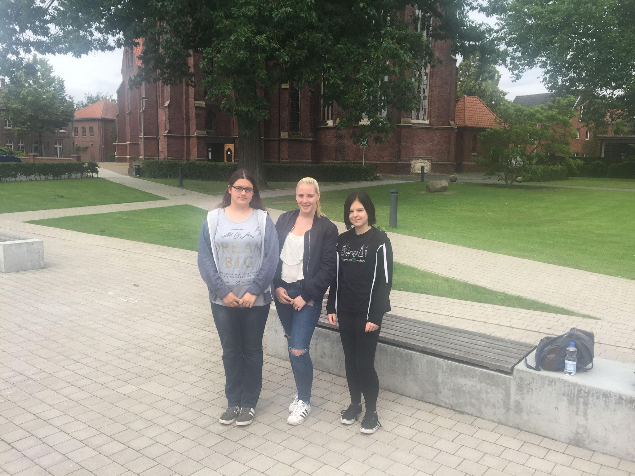 Bus Selm (v.l. Marie, Marie und Valeria)