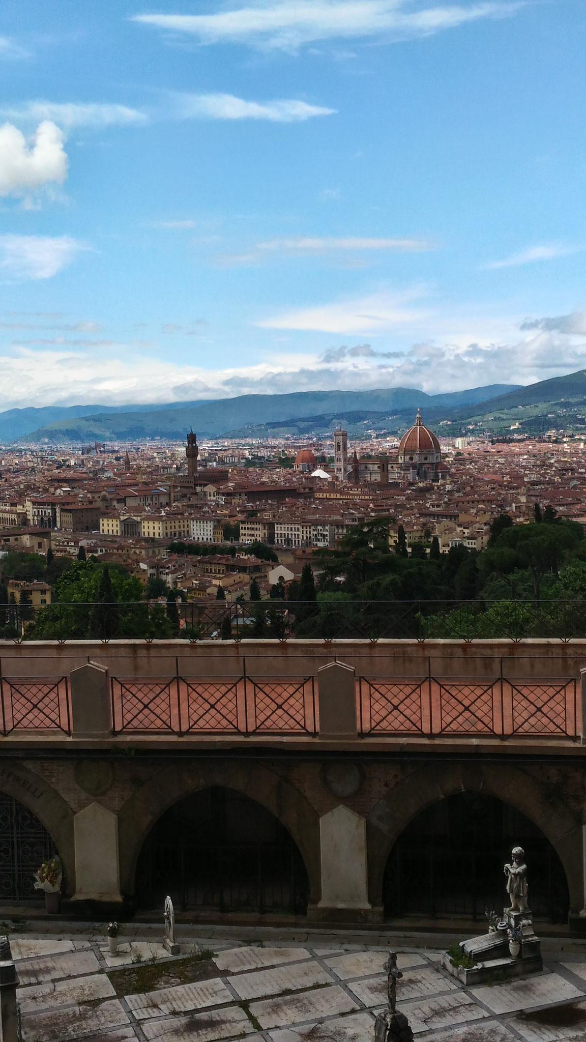 フィレンツェの町を撮るならミケランジェロ広場よりも車や人がいないこちらの方がオススメです。