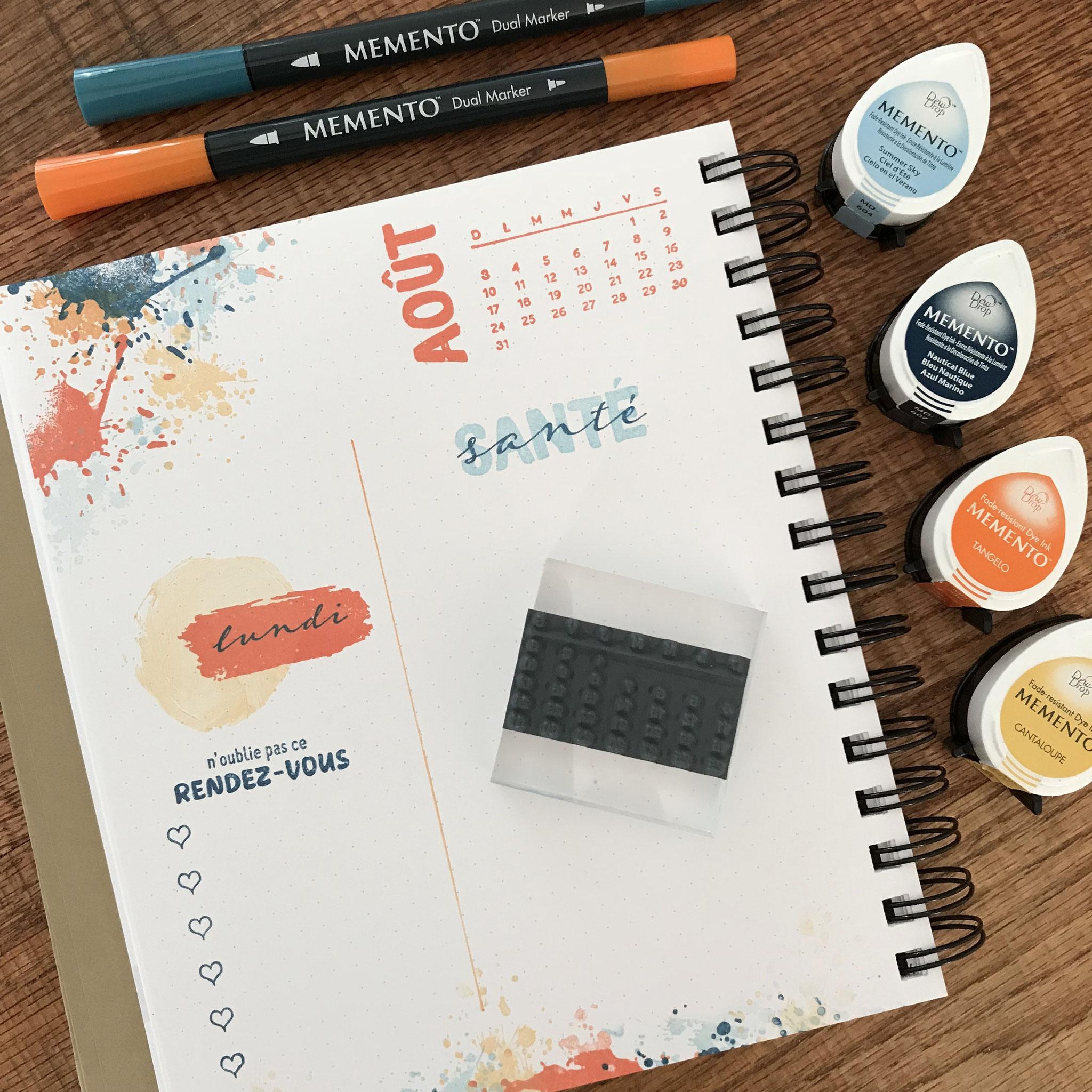 Cahier picoté de style Bullet journal à personnaliser à l'aide d'étampes
