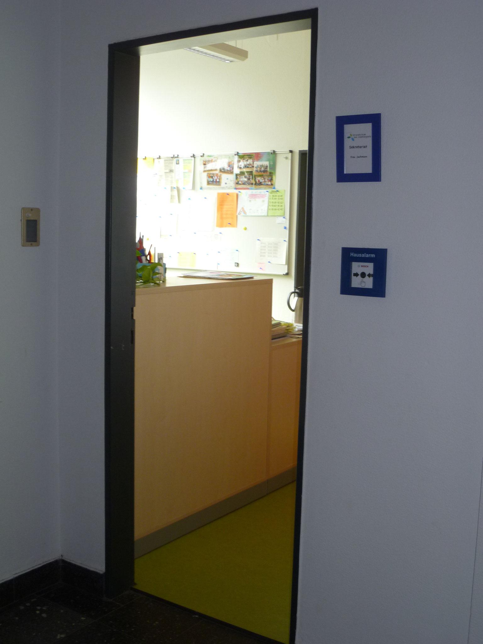 Das ist das Büro von Frau Jachmann, unserer Sekretärin.