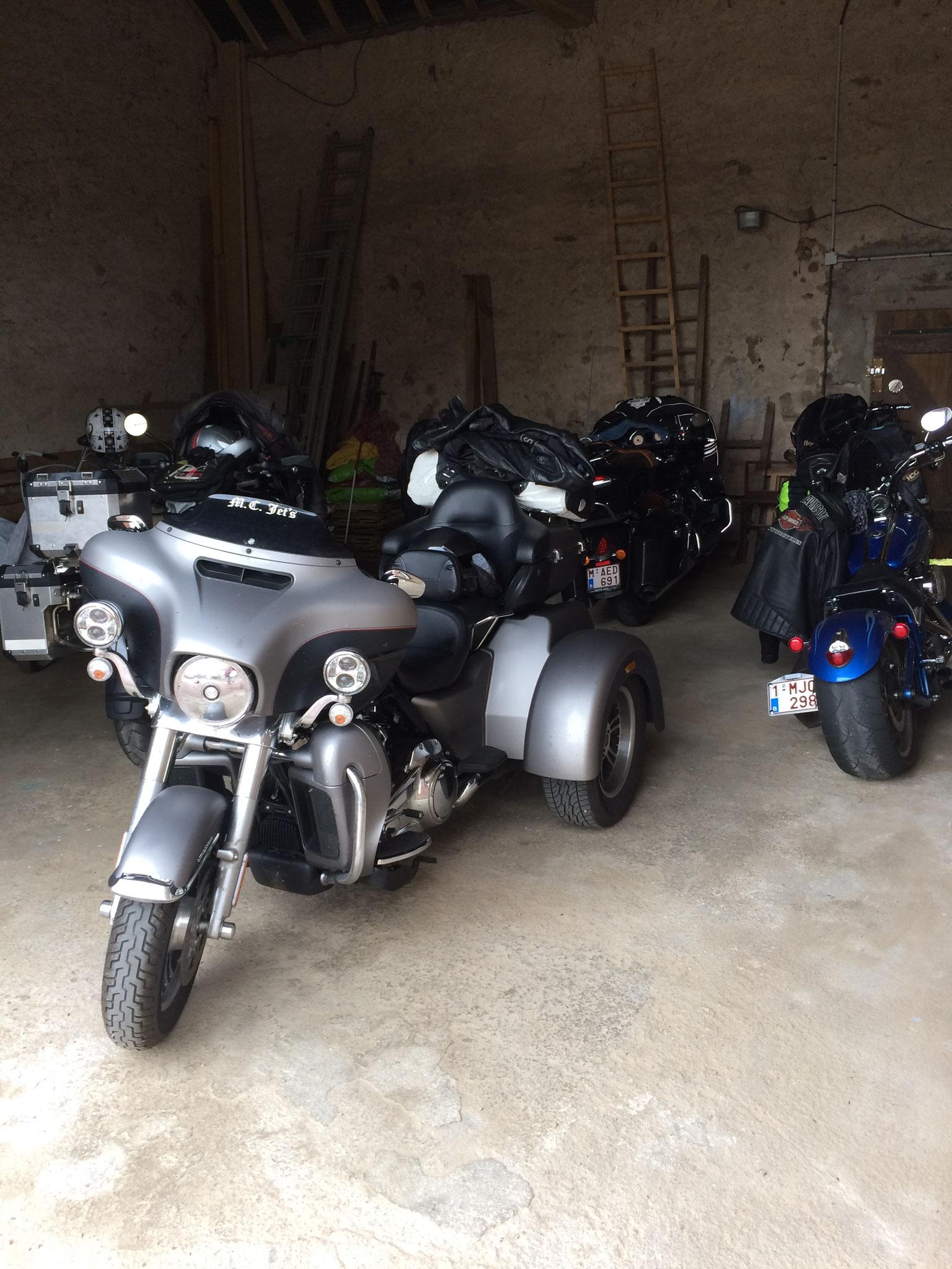 le garage fermé pour les motos