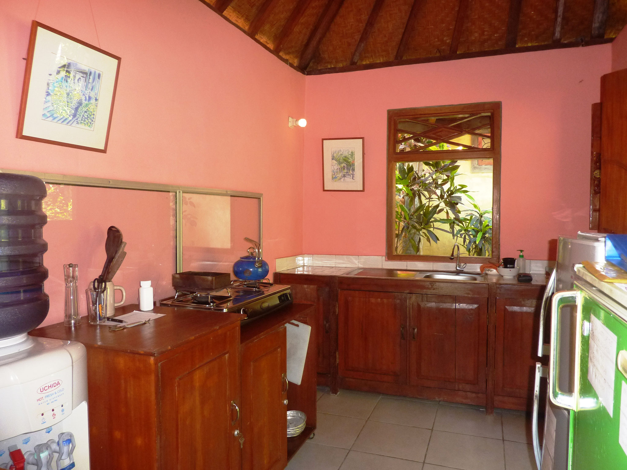 both bungalows share this kitchen