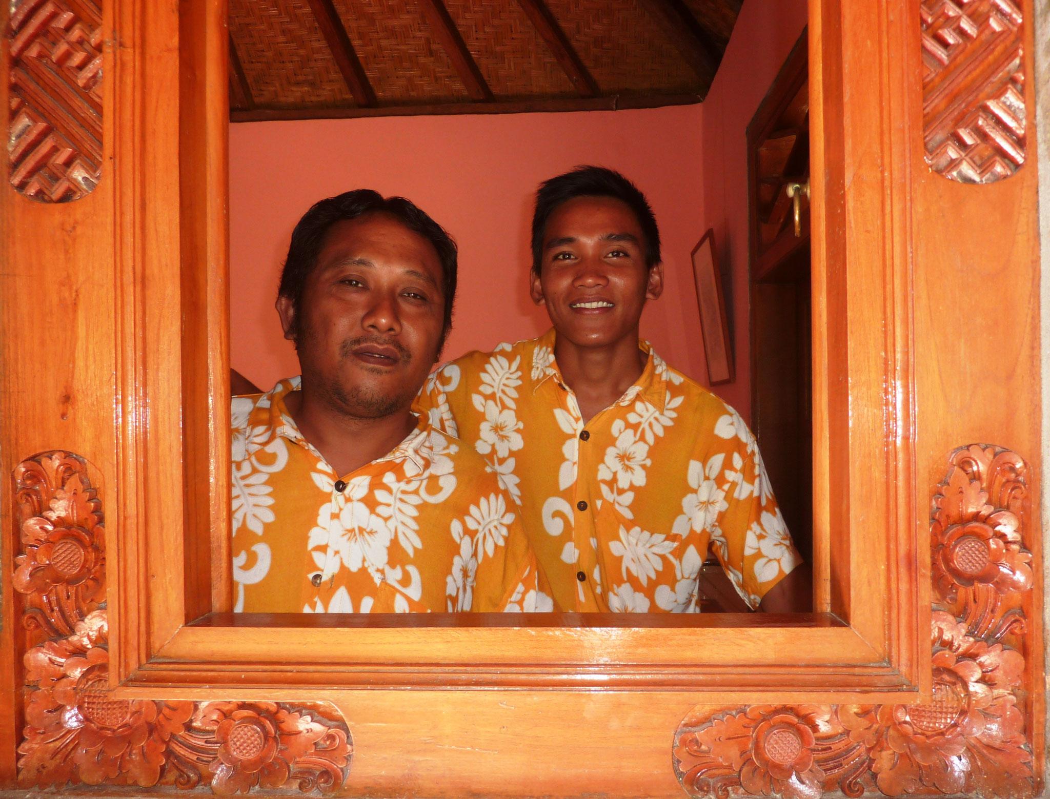 immer Hilfe zur Stelle: Gede und Kadek