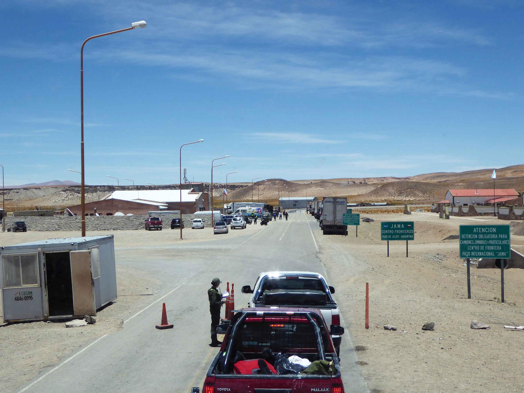 Passage de la frontière Argentine-Chili à Paso de Jama (4225 m)