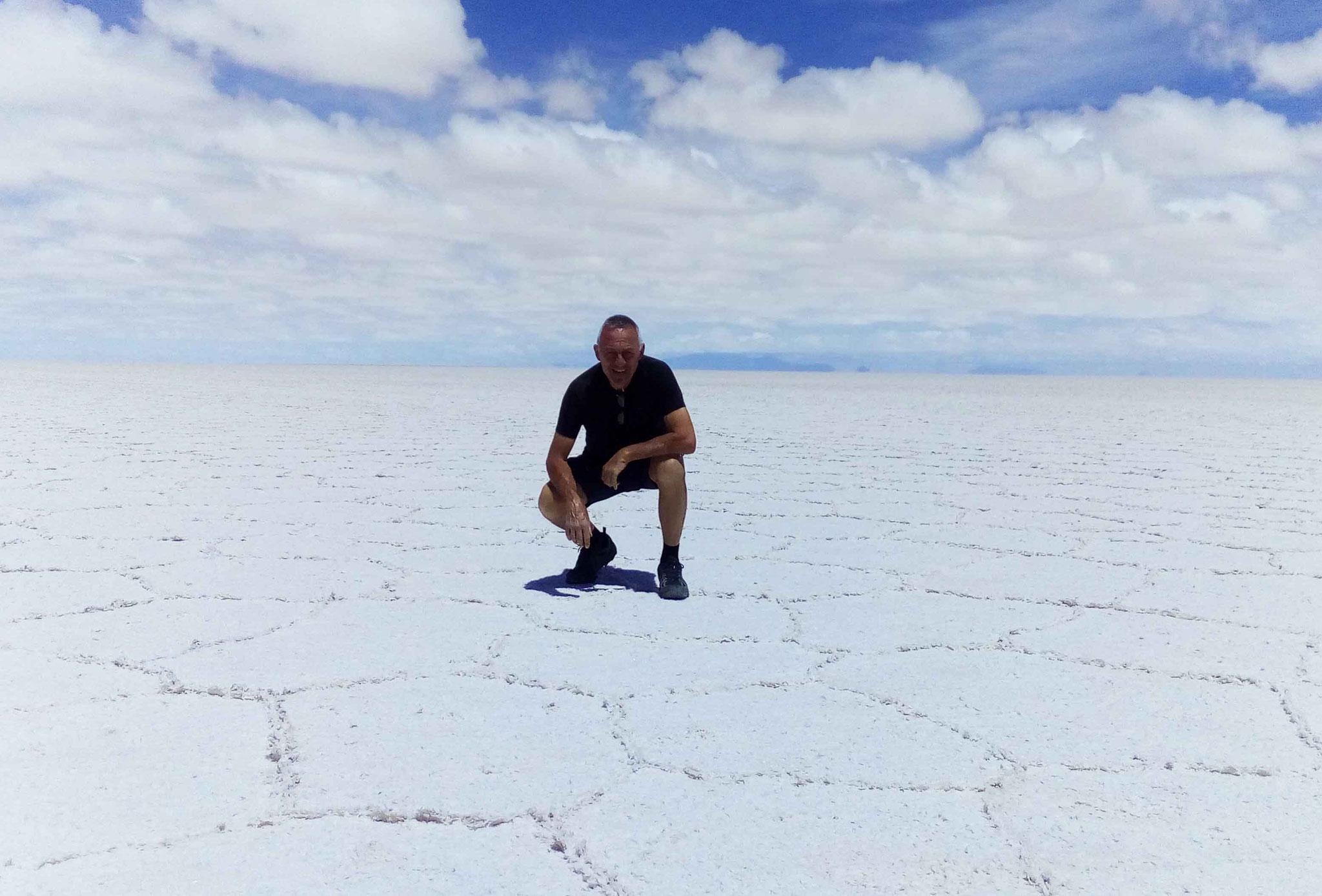 Au beau milieu des quelques 10600 km² du salar d'Uyuni à 3658 m d'altitude...