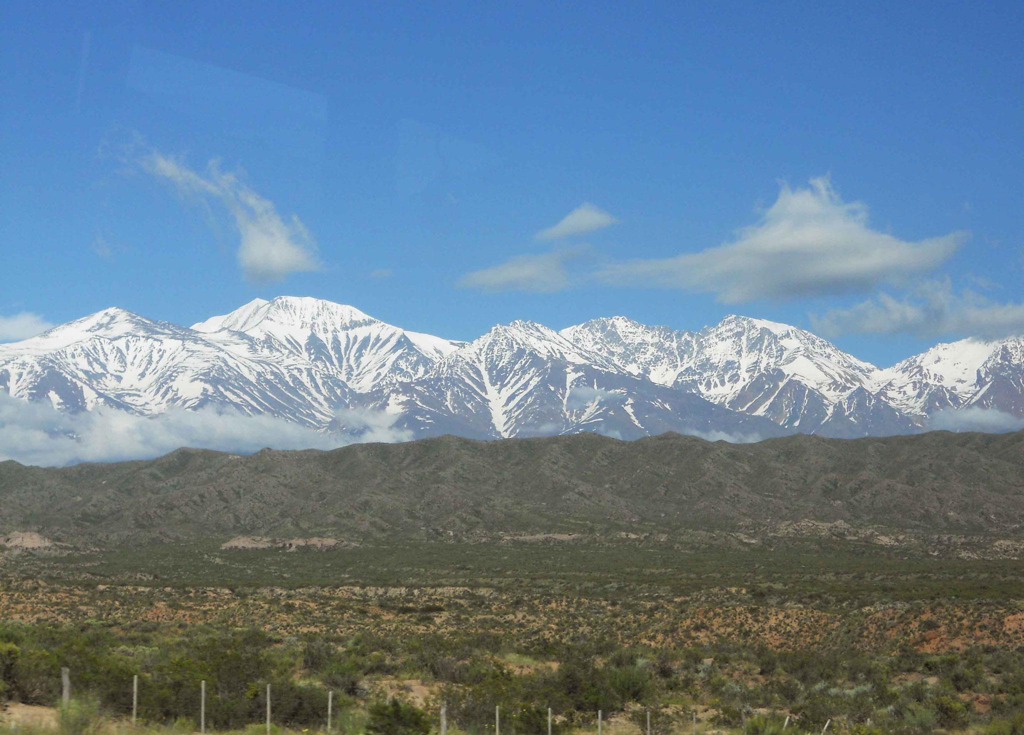 Aux portes de Mendoza, belle vue sur le Cordon del Plata et le Cerro Vallecitos (5435 m)