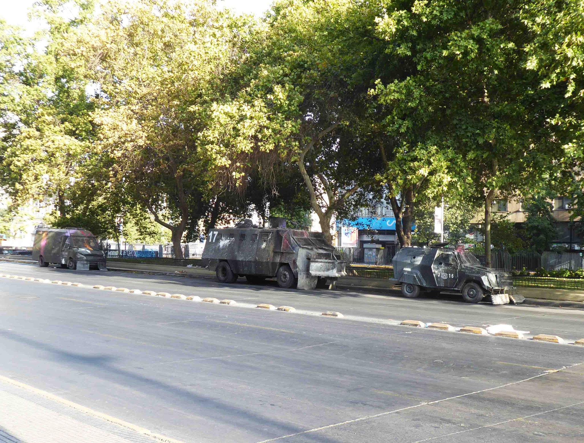 Près de la Moneda, les forces militaires sont constamment en faction