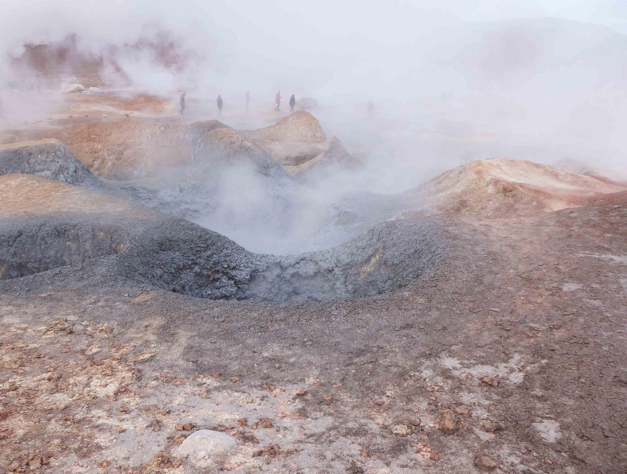 A plus de 4800 m, l'impressionnant champ de geysers de la zone désertique du Sol de Mañana