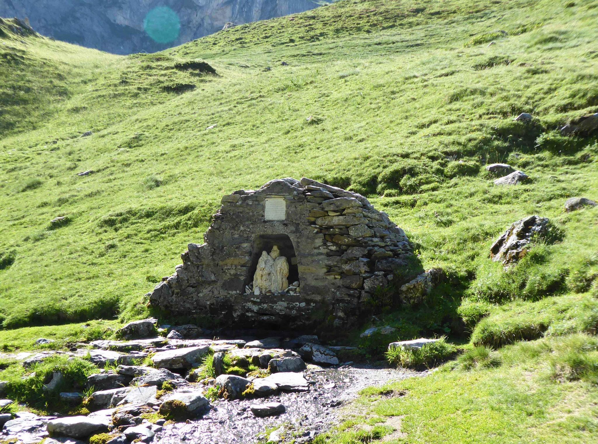 Fontaine de la Ste Famille à Héas