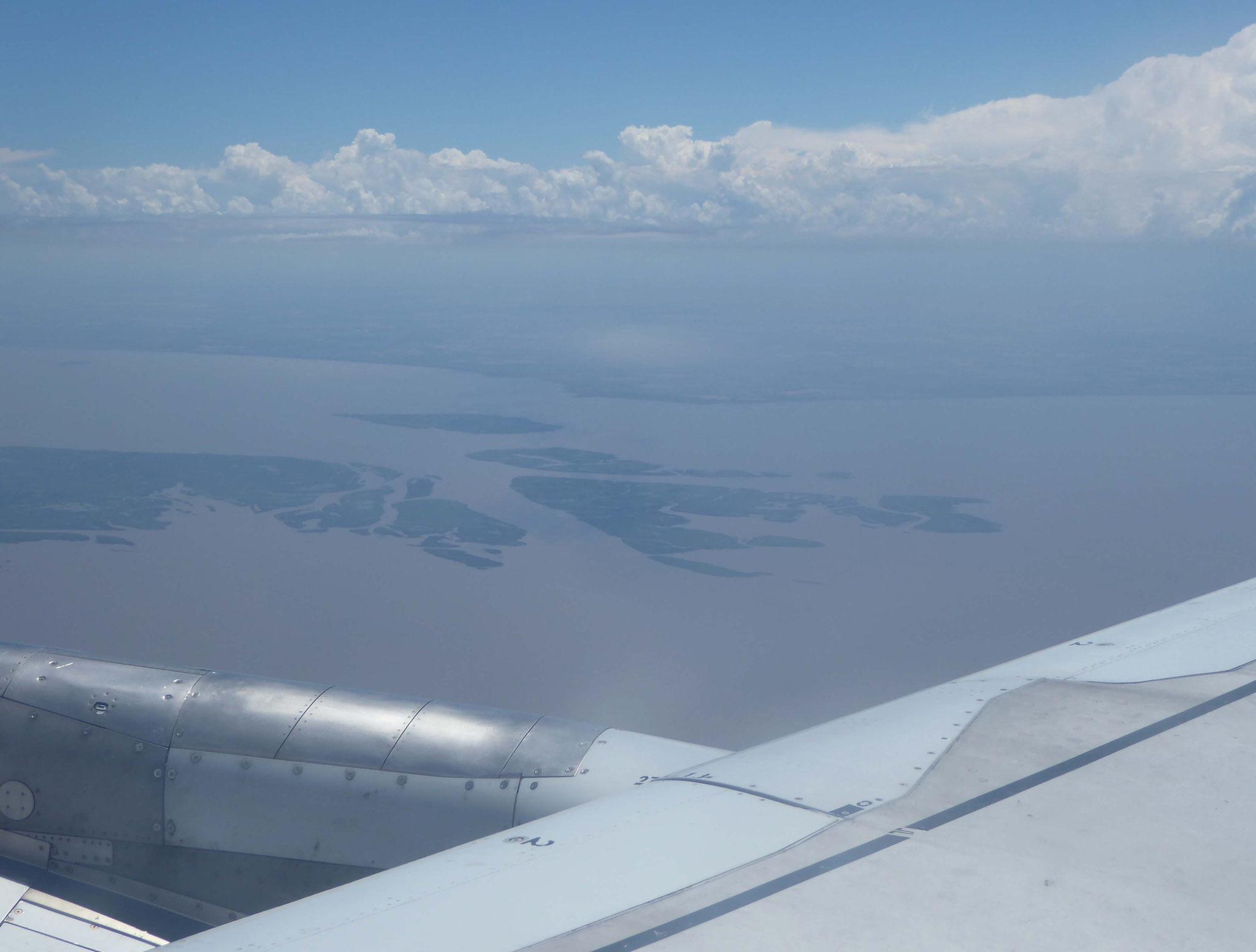Survol de l'embouchure du rio Paraña